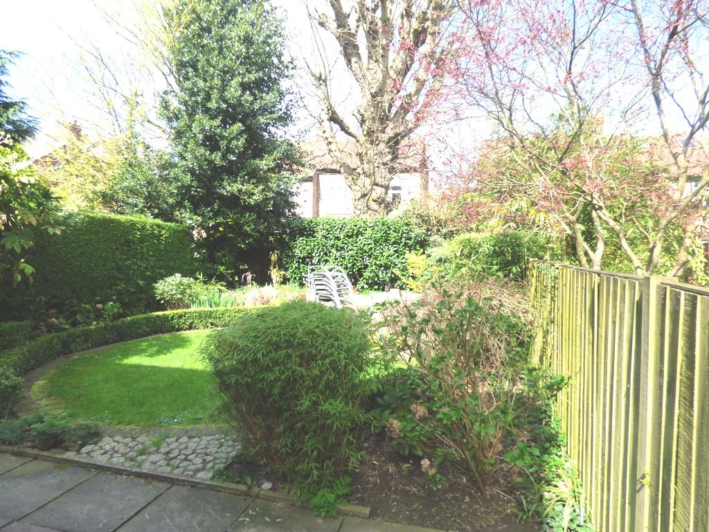 3 Bedroom Semi-detached House For Sale - Photograph 34