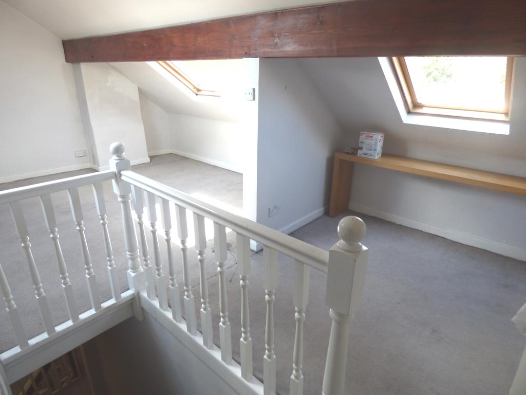 3 Bedroom Semi-detached House For Sale - Photograph 33