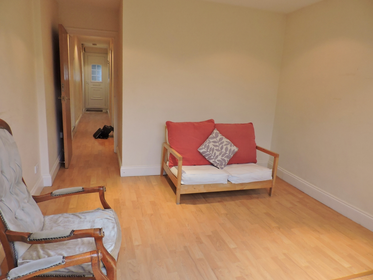 2 bedroom apartment flat/apartment To Let in New Malden - Property photograph