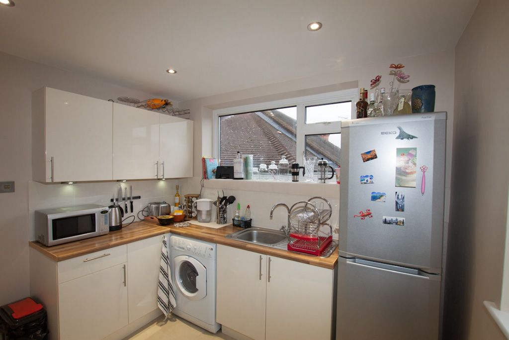 2 bedroom apartment flat/apartment Let in New Malden - Photograph 5