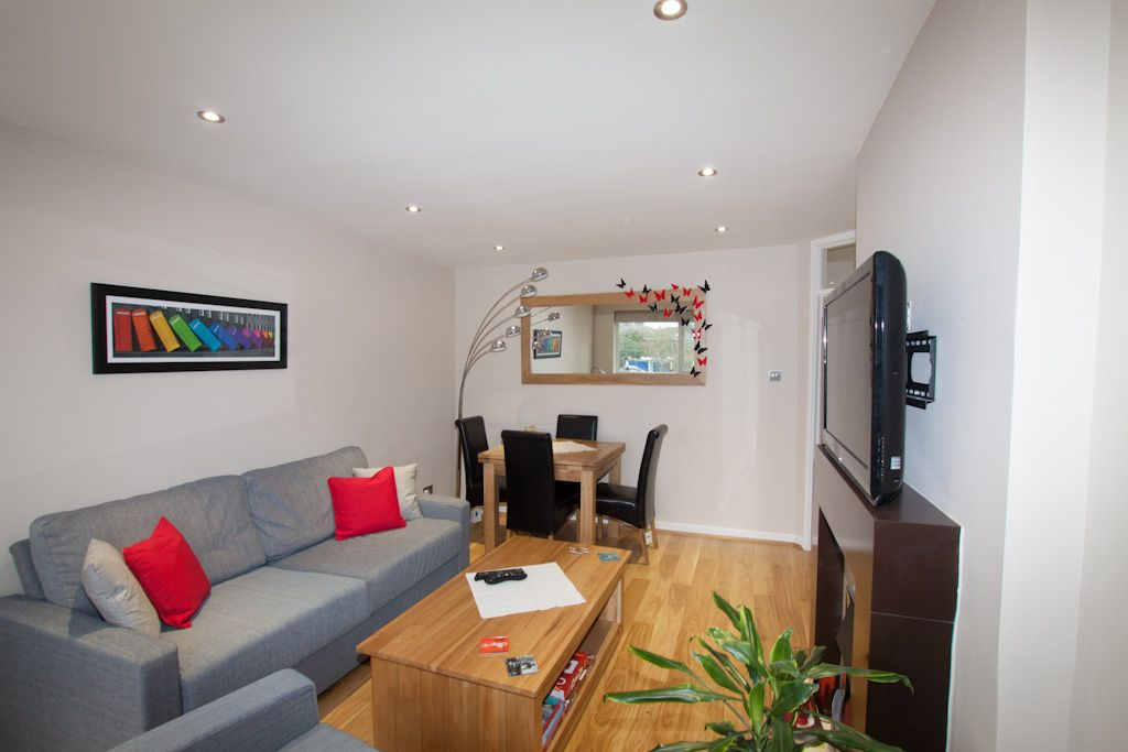 2 bedroom apartment flat/apartment Let in New Malden - Photograph 3