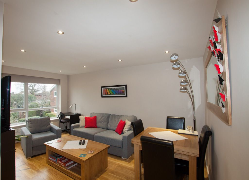 2 bedroom apartment flat/apartment Let in New Malden - Photograph 2