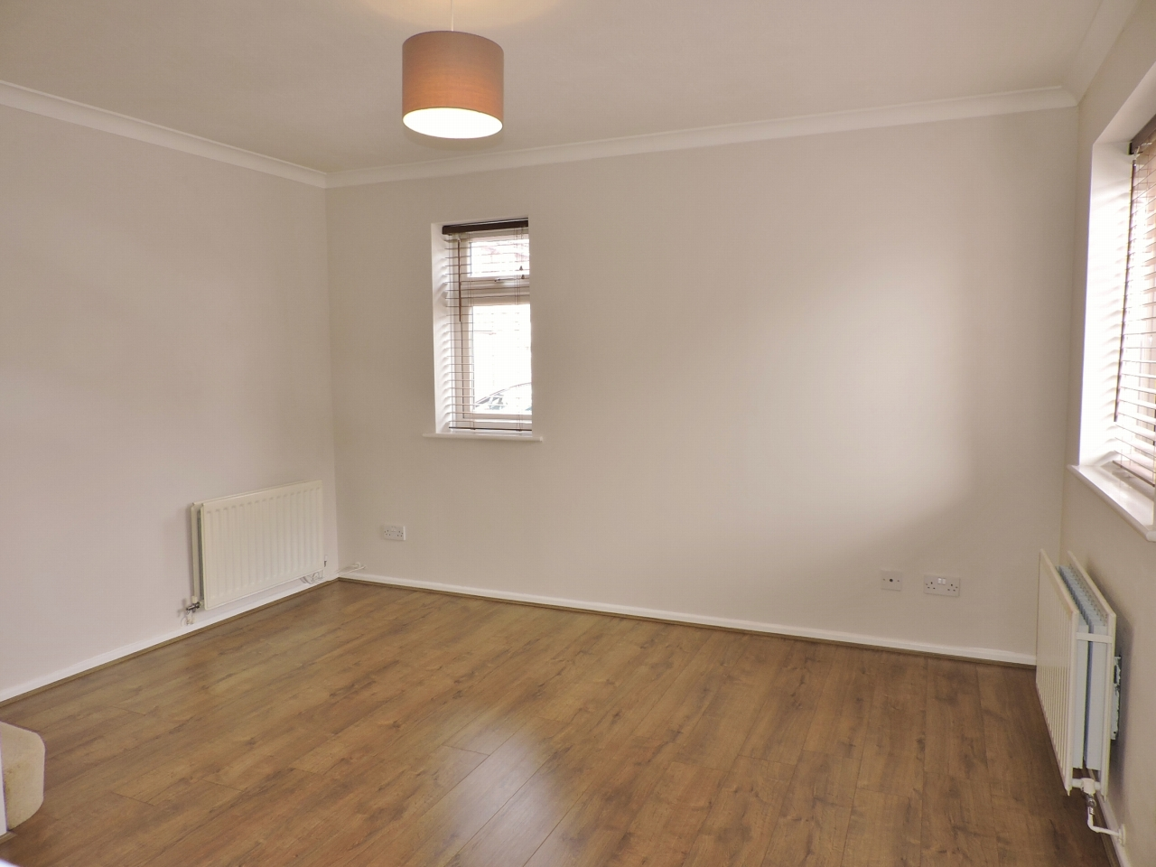 1 bedroom end terraced house Let in Worcester Park - Photograph 2