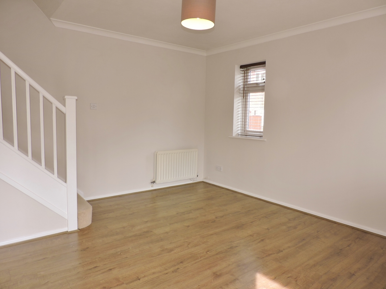 1 bedroom end terraced house Let in Worcester Park - Photograph 3
