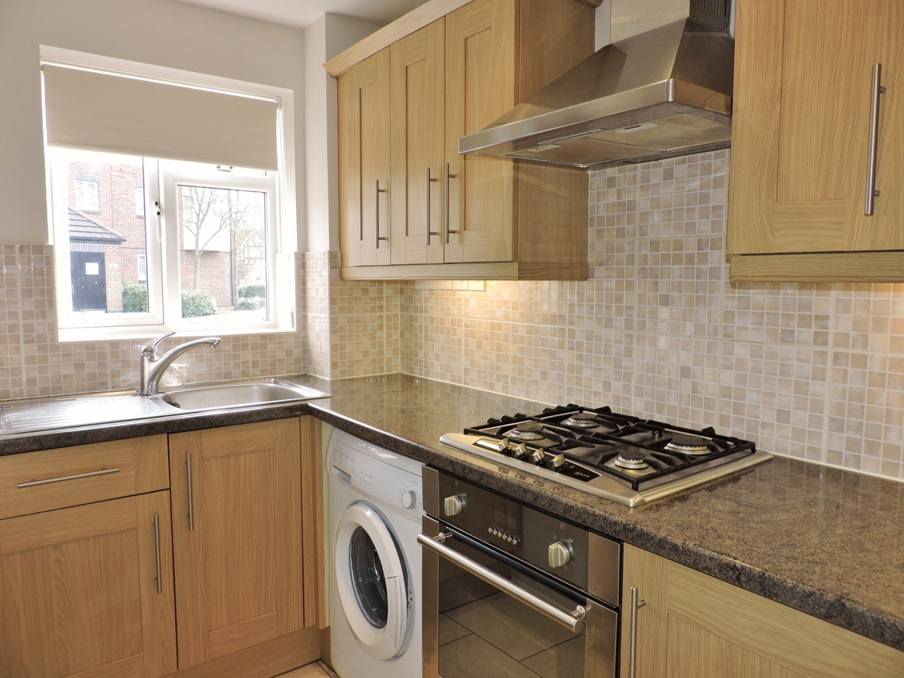 1 bedroom end terraced house Let in Worcester Park - Photograph 4