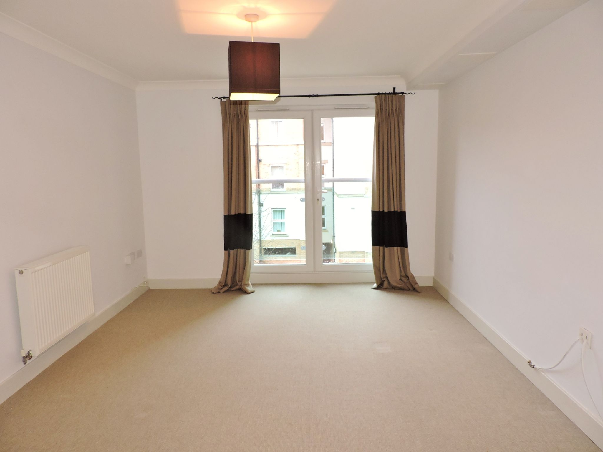 2 bedroom apartment flat/apartment To Let in Leatherhead - Property photograph