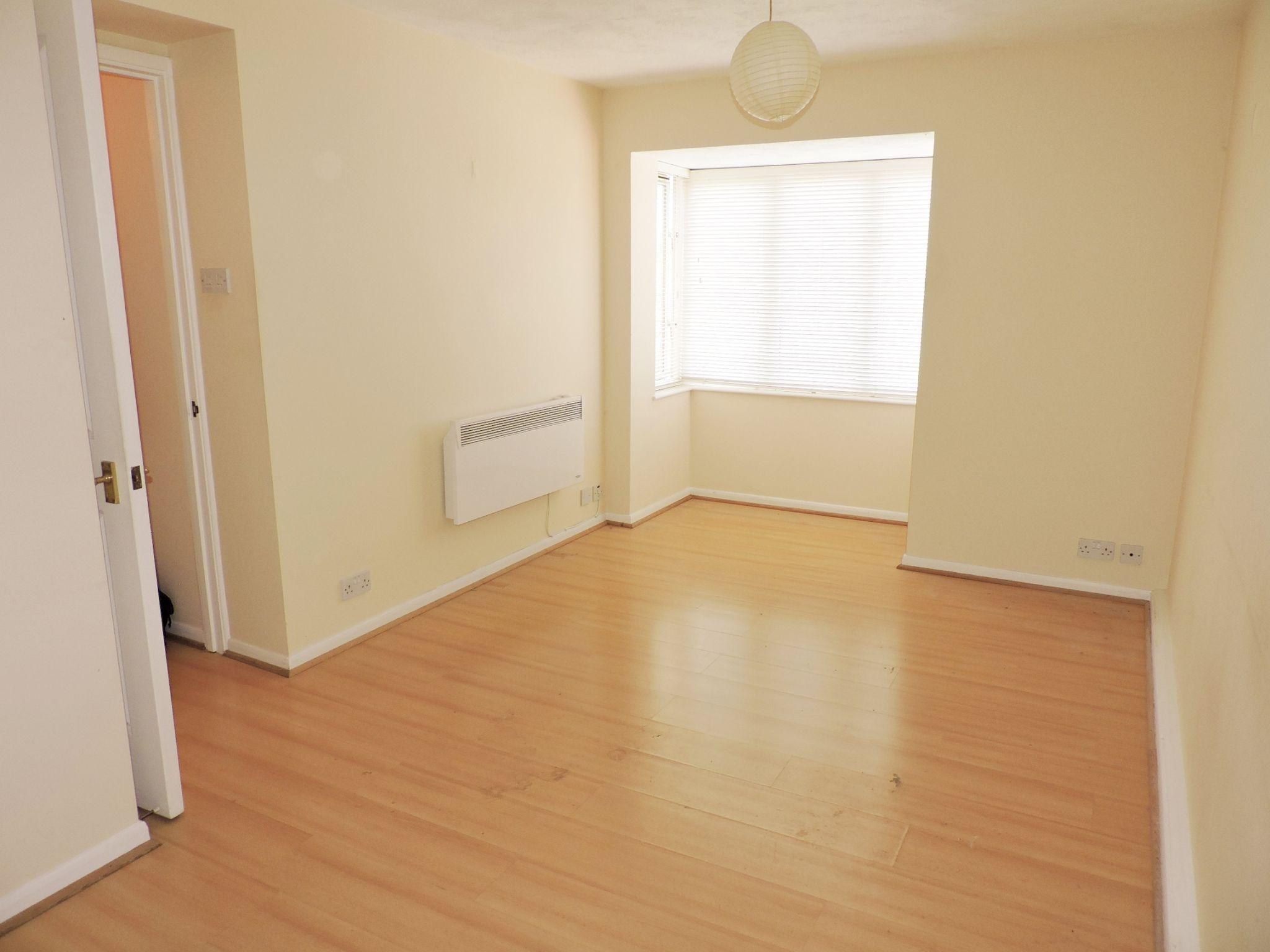 apartment flat/apartment Let in Worcester Park - Photograph 3