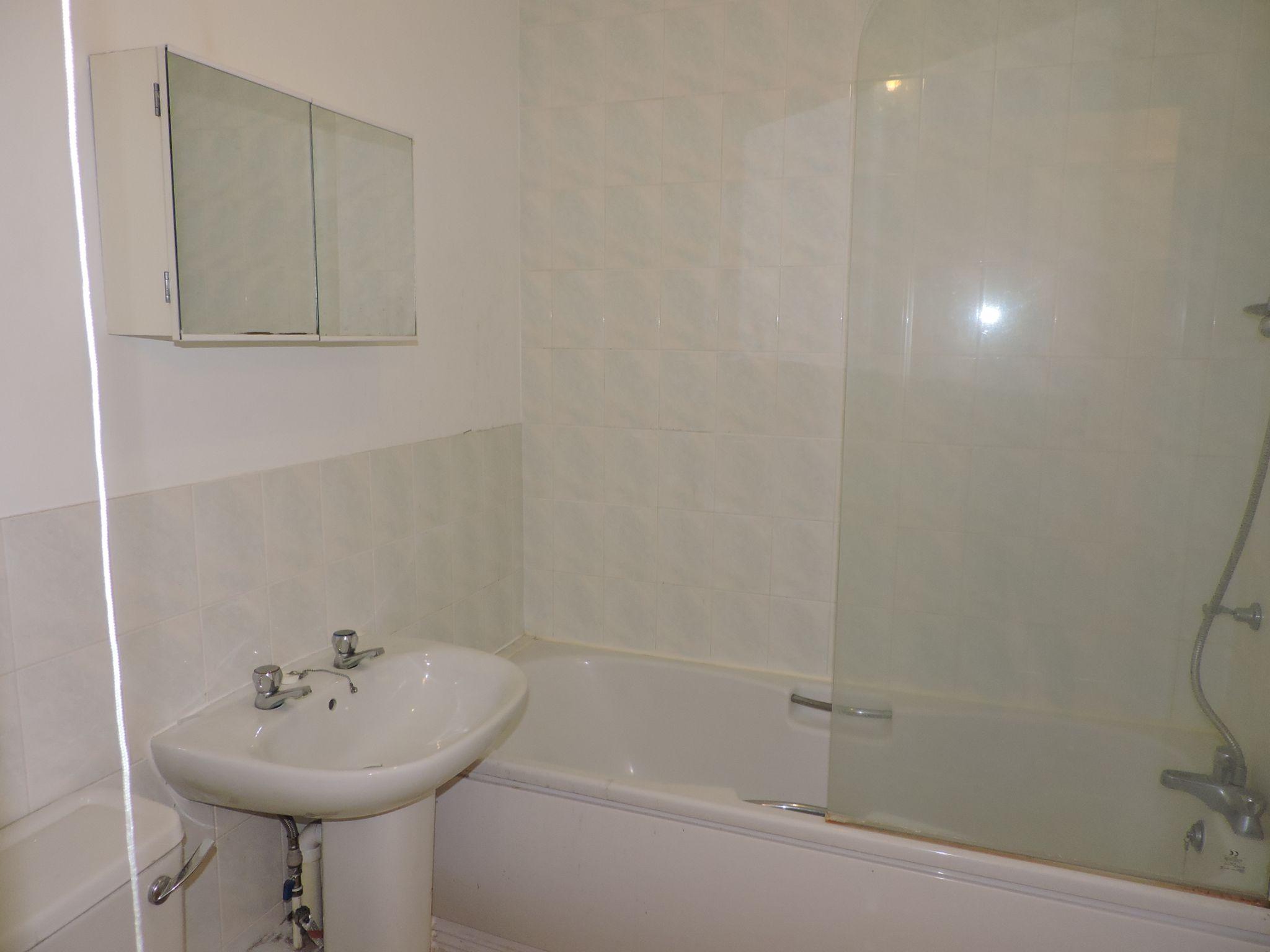 apartment flat/apartment Let in Worcester Park - Photograph 7