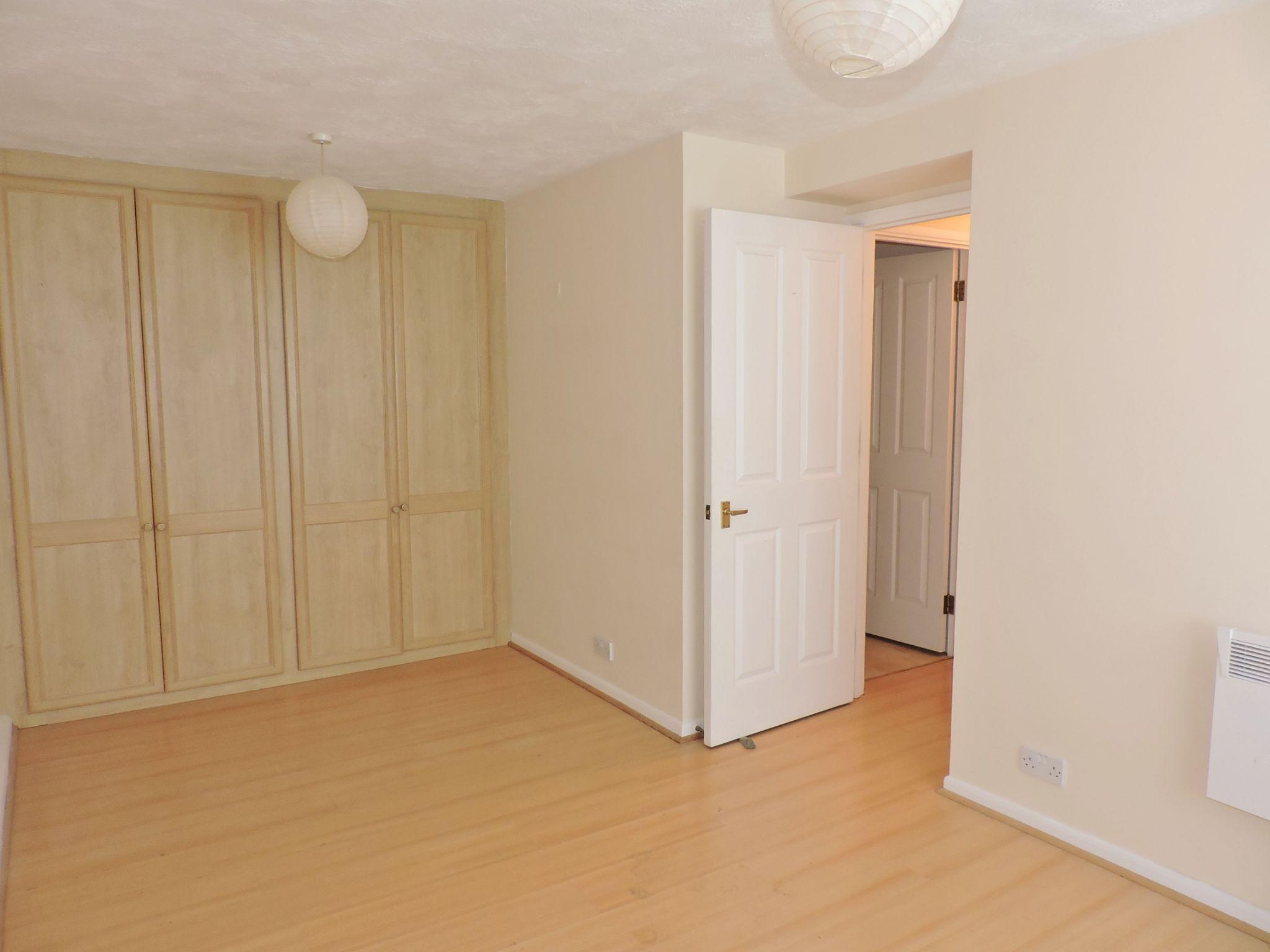 apartment flat/apartment Let in Worcester Park - Photograph 4