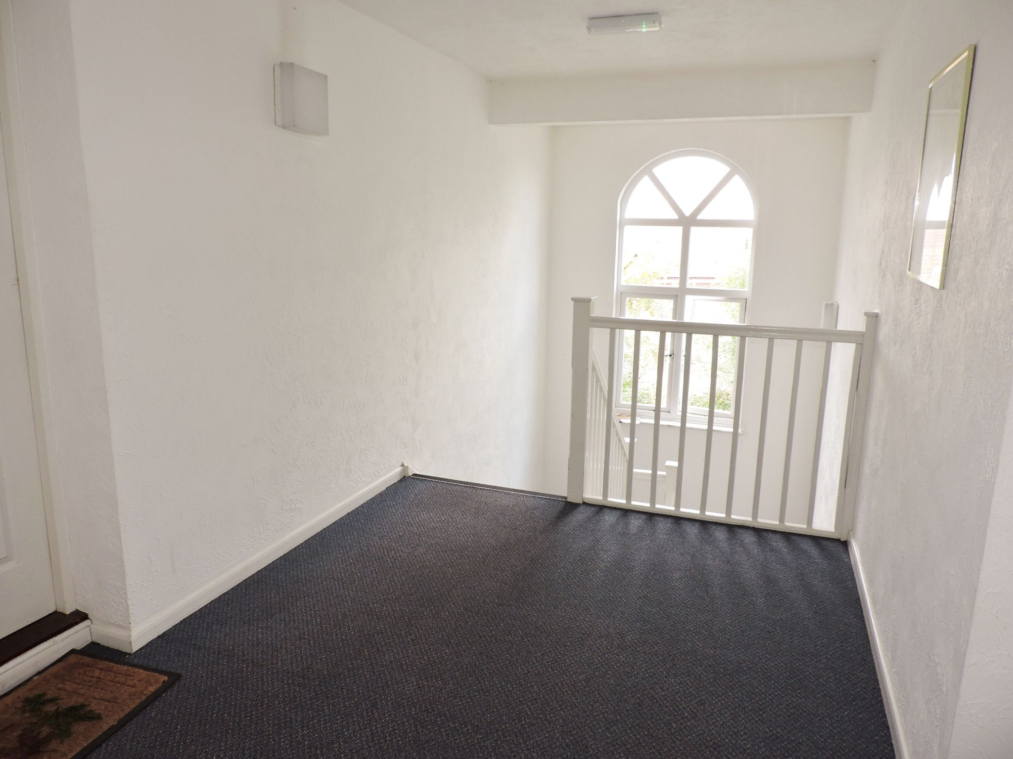 apartment flat/apartment Let in Worcester Park - Photograph 2