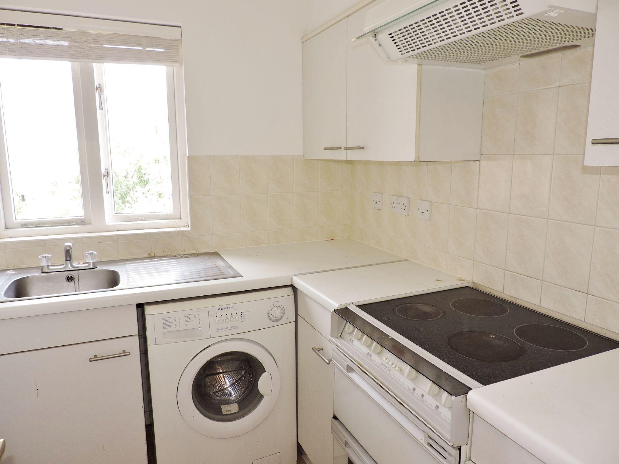 apartment flat/apartment Let in Worcester Park - Photograph 5