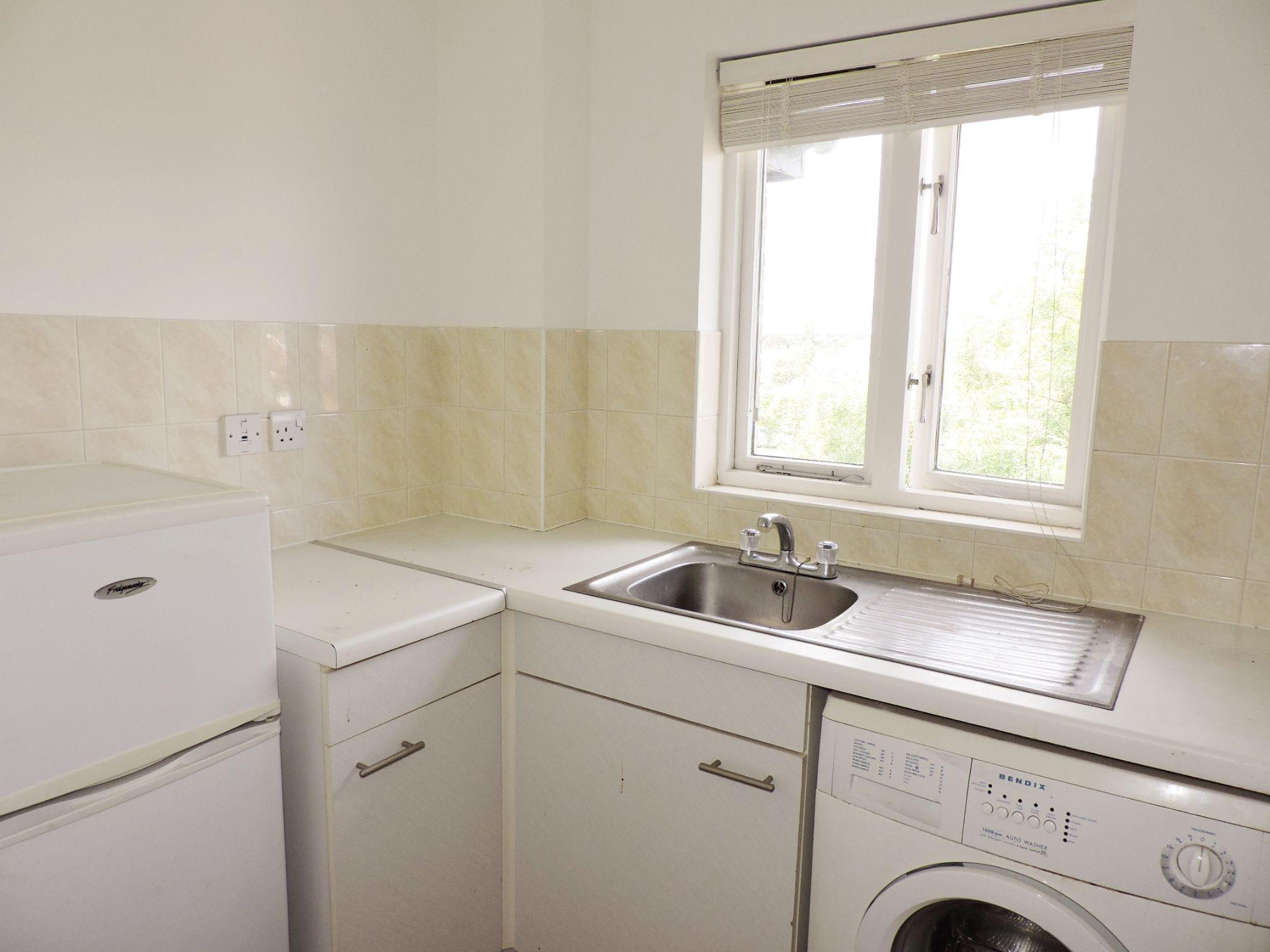 apartment flat/apartment Let in Worcester Park - Photograph 6