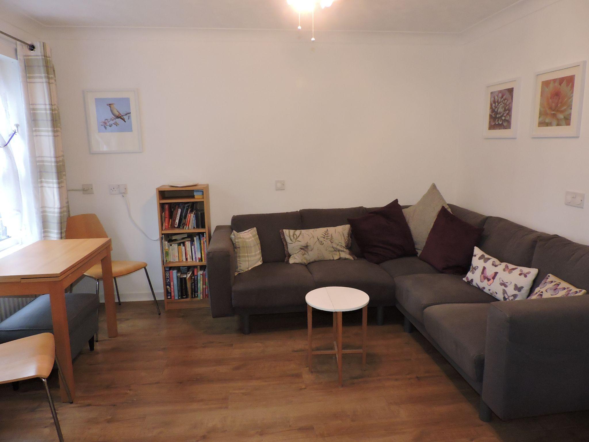1 bedroom ground floor maisonette flat/apartment Sale Agreed in New Malden - Photograph 3