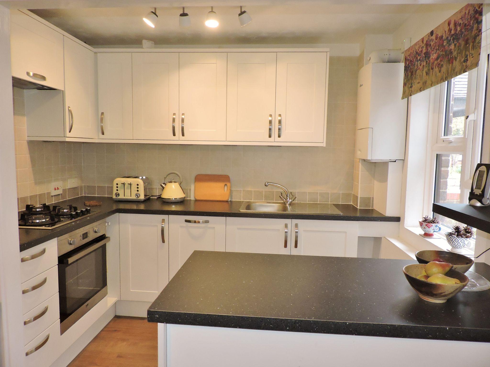 1 bedroom ground floor maisonette flat/apartment Sale Agreed in New Malden - Photograph 4