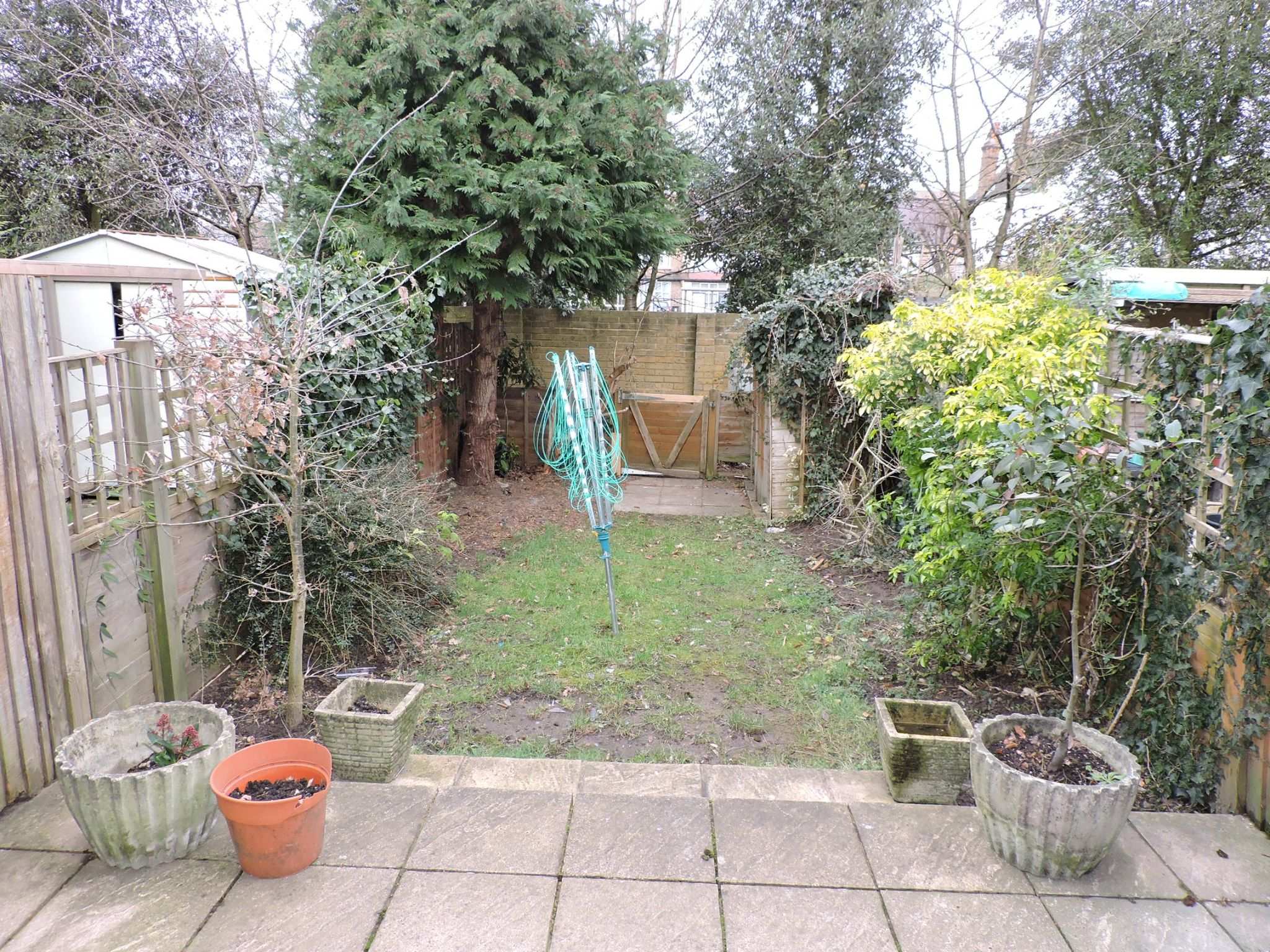 2 bedroom mid terraced house Let in New Malden - Photograph 11