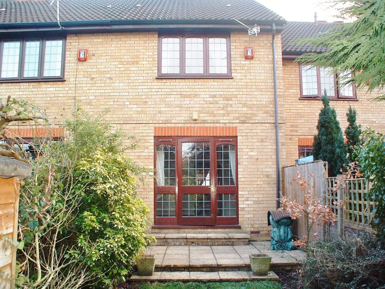 2 bedroom mid terraced house Let in New Malden - Photograph 10
