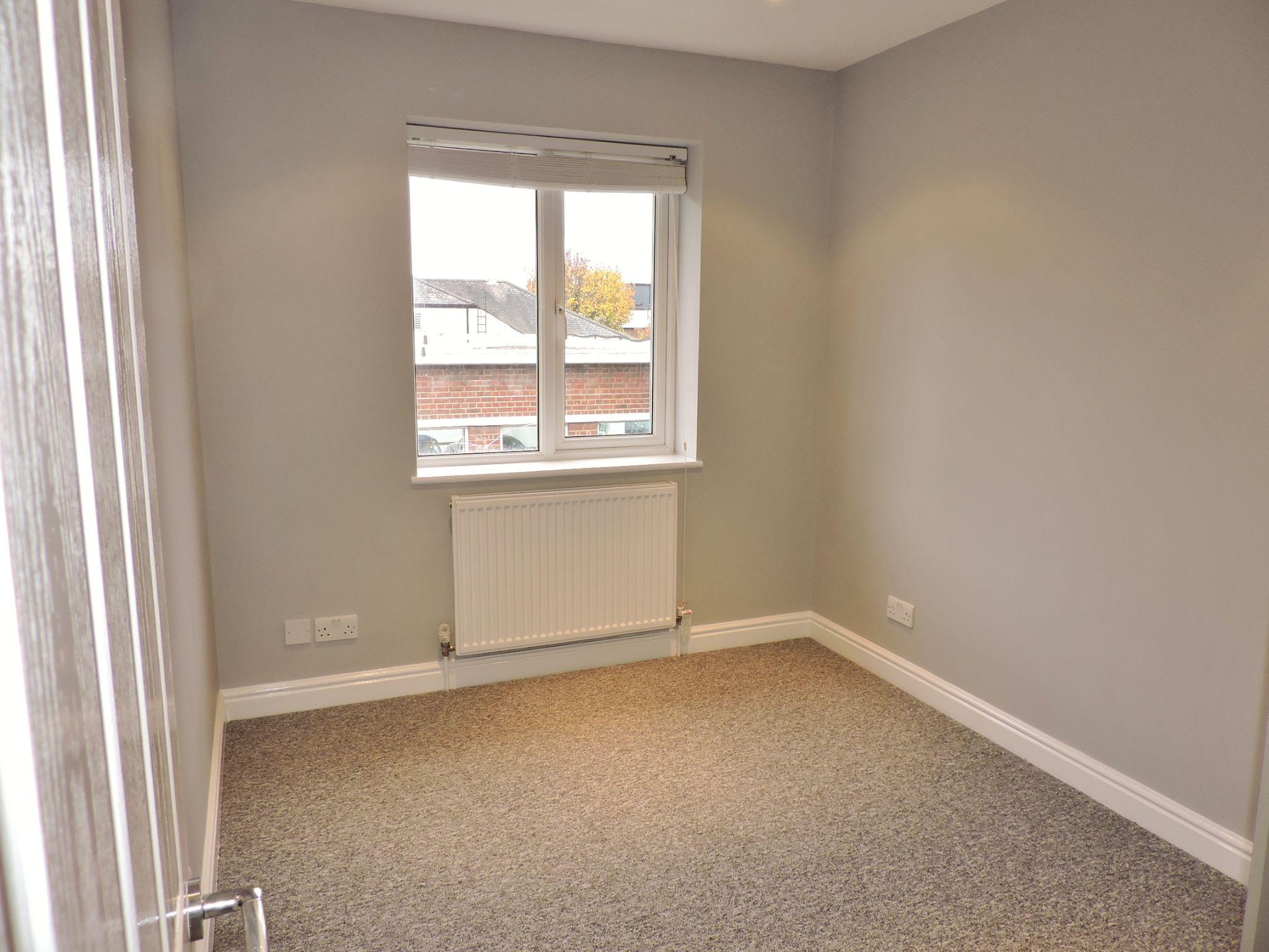 1 bedroom maisonette flat/apartment Let in Cobham - Photograph 5