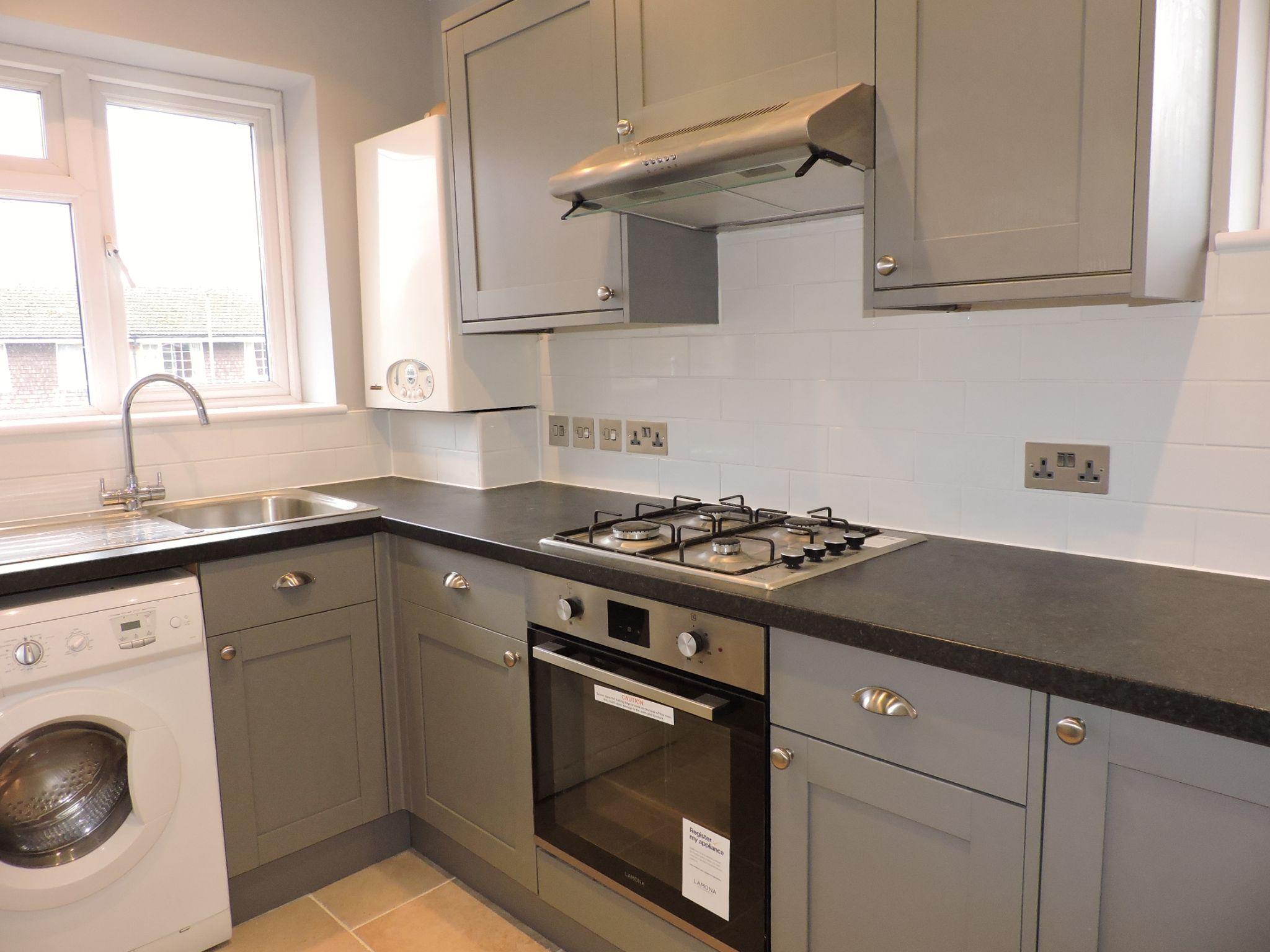 1 bedroom maisonette flat/apartment Let in Cobham - Photograph 4