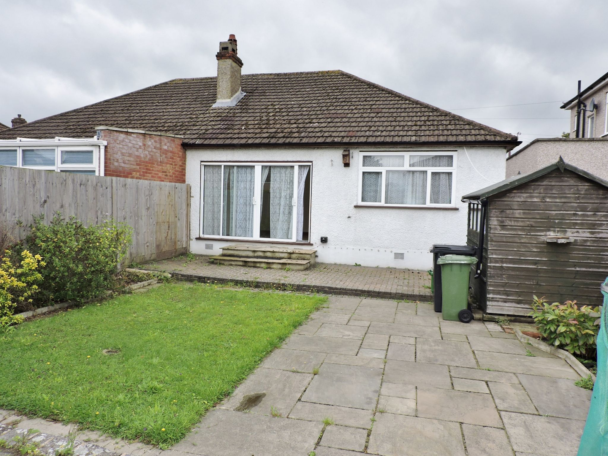 2 bedroom semi-detached bungalow Let in Epsom - Photograph 13