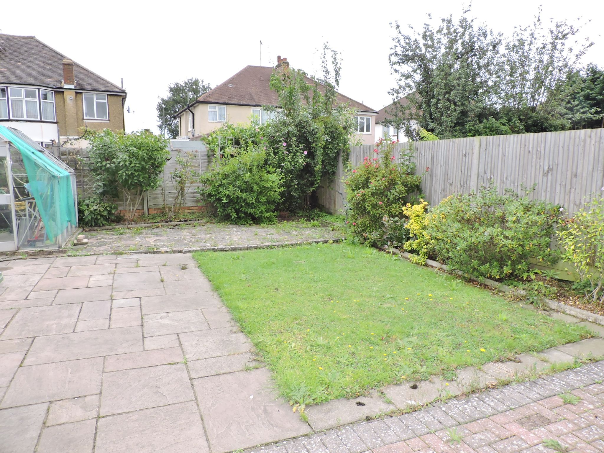 2 bedroom semi-detached bungalow Let in Epsom - Photograph 12