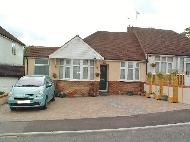 apartment flat/apartment To Let in Epsom - Property photograph