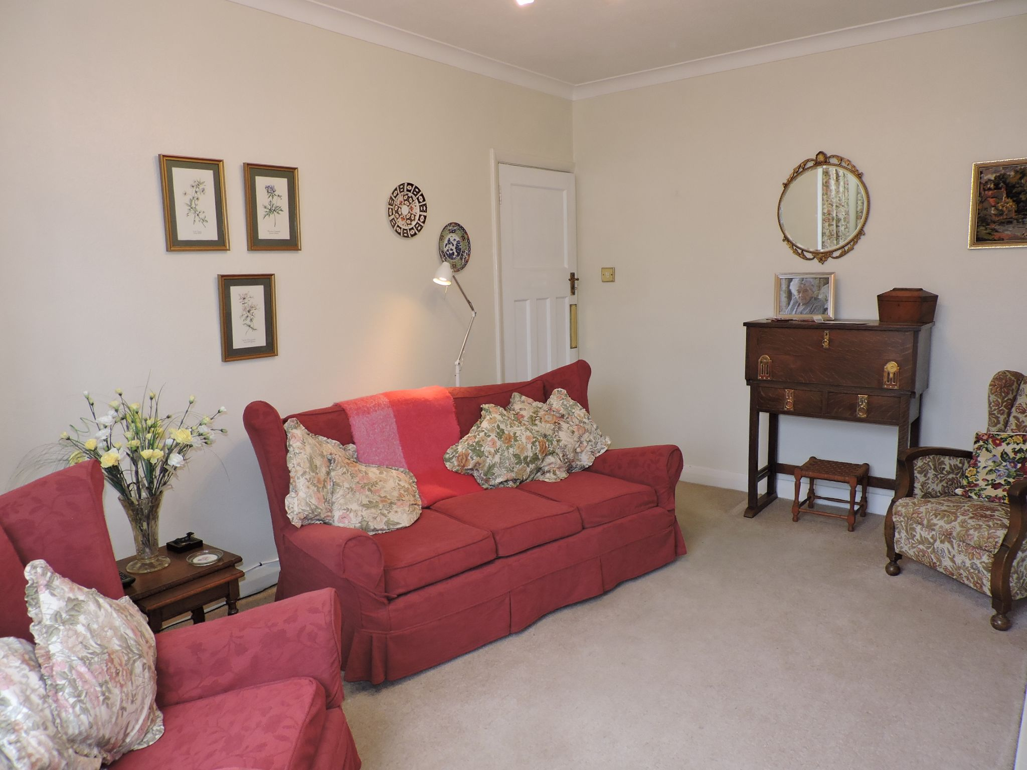 3 bedroom semi-detached house SSTC in Kingston Upon Thames - Photograph 4