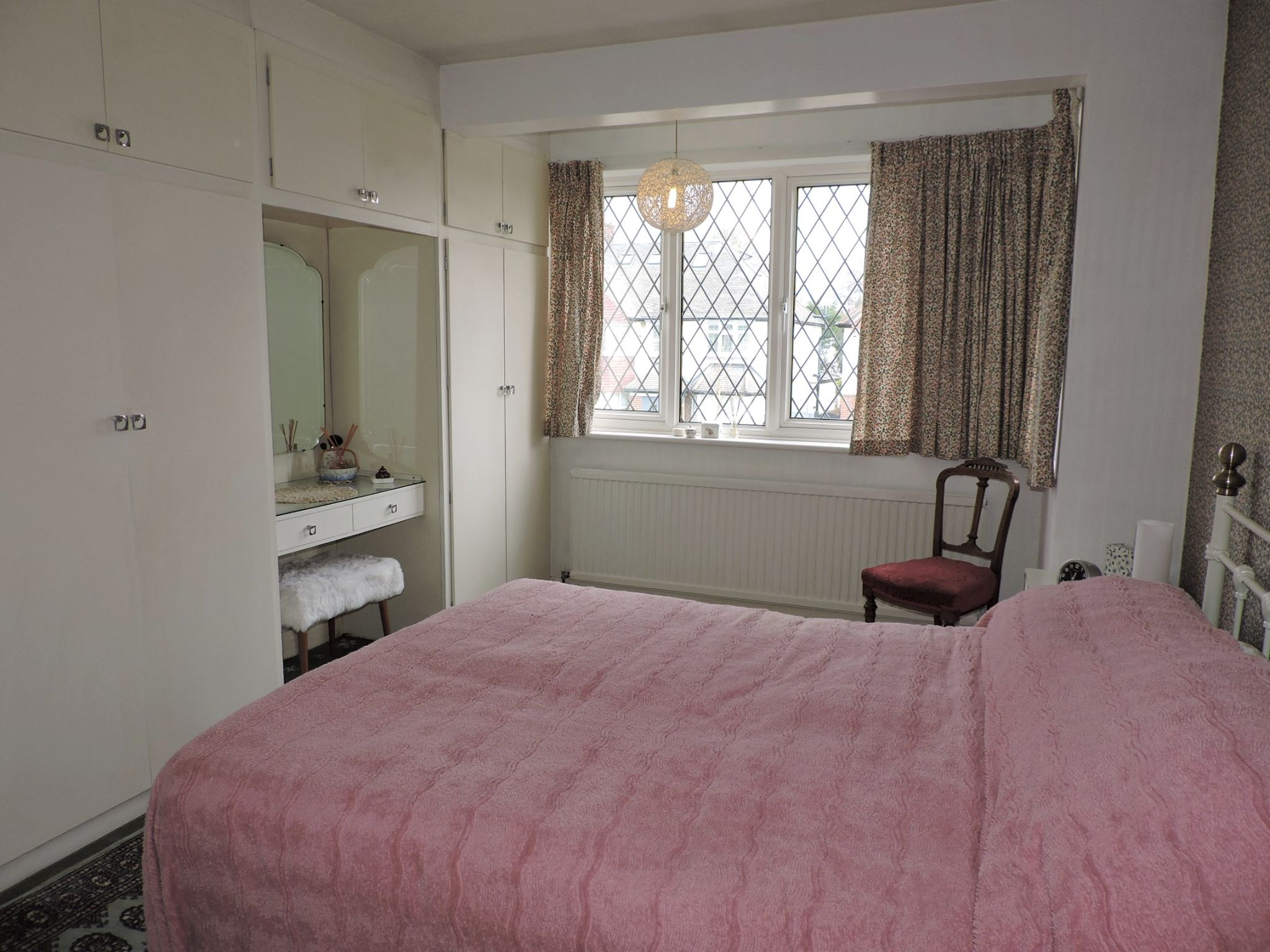 3 bedroom semi-detached house SSTC in Kingston Upon Thames - Photograph 9