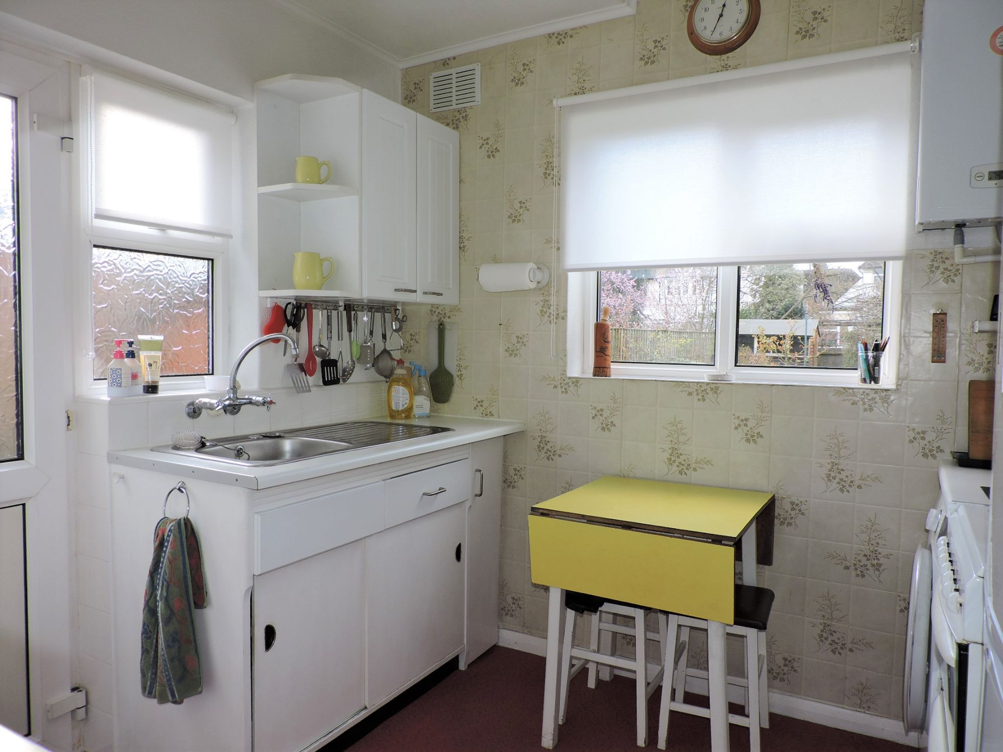 3 bedroom semi-detached house SSTC in Kingston Upon Thames - Photograph 7