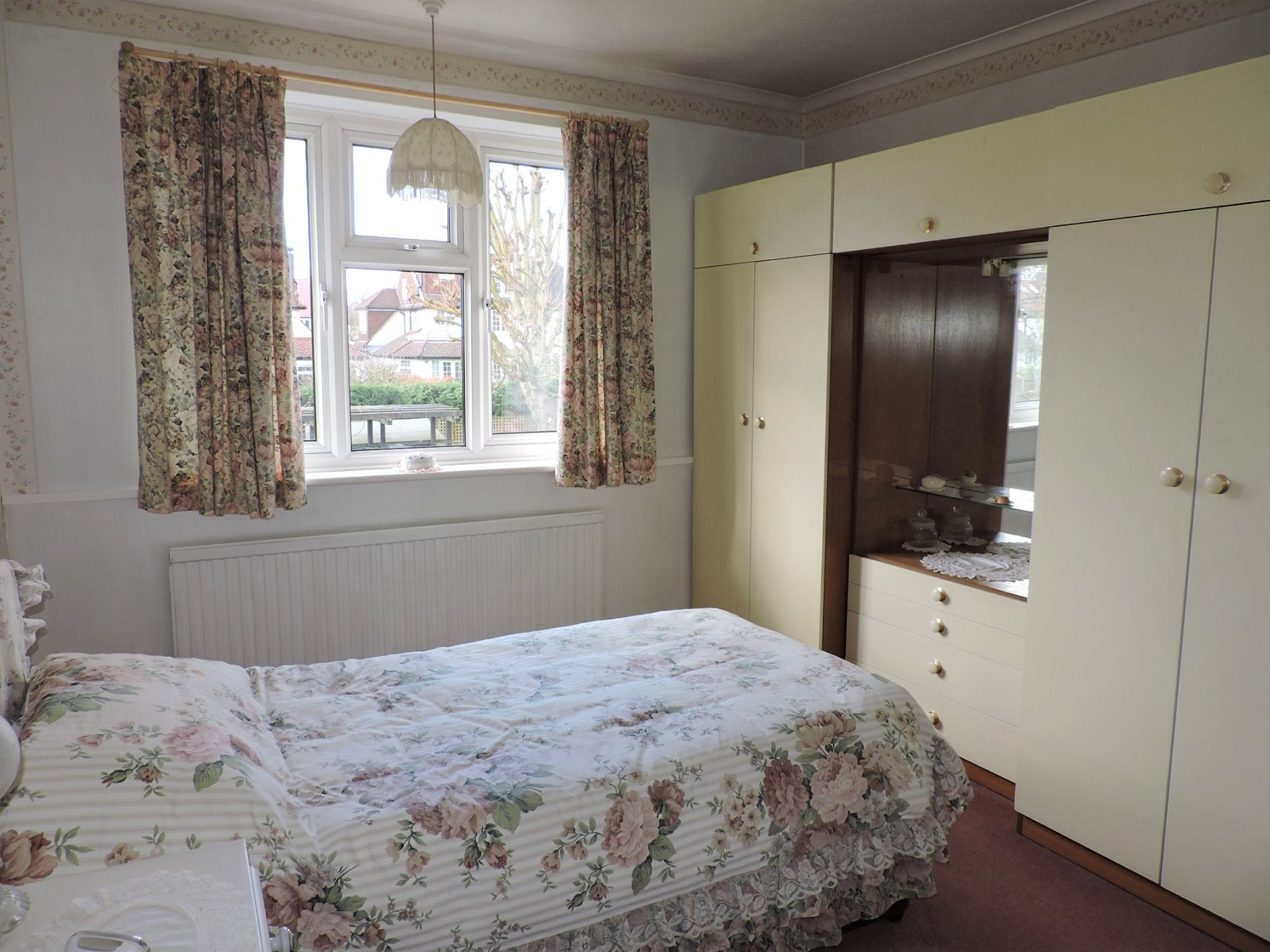 3 bedroom semi-detached house SSTC in Kingston Upon Thames - Photograph 11