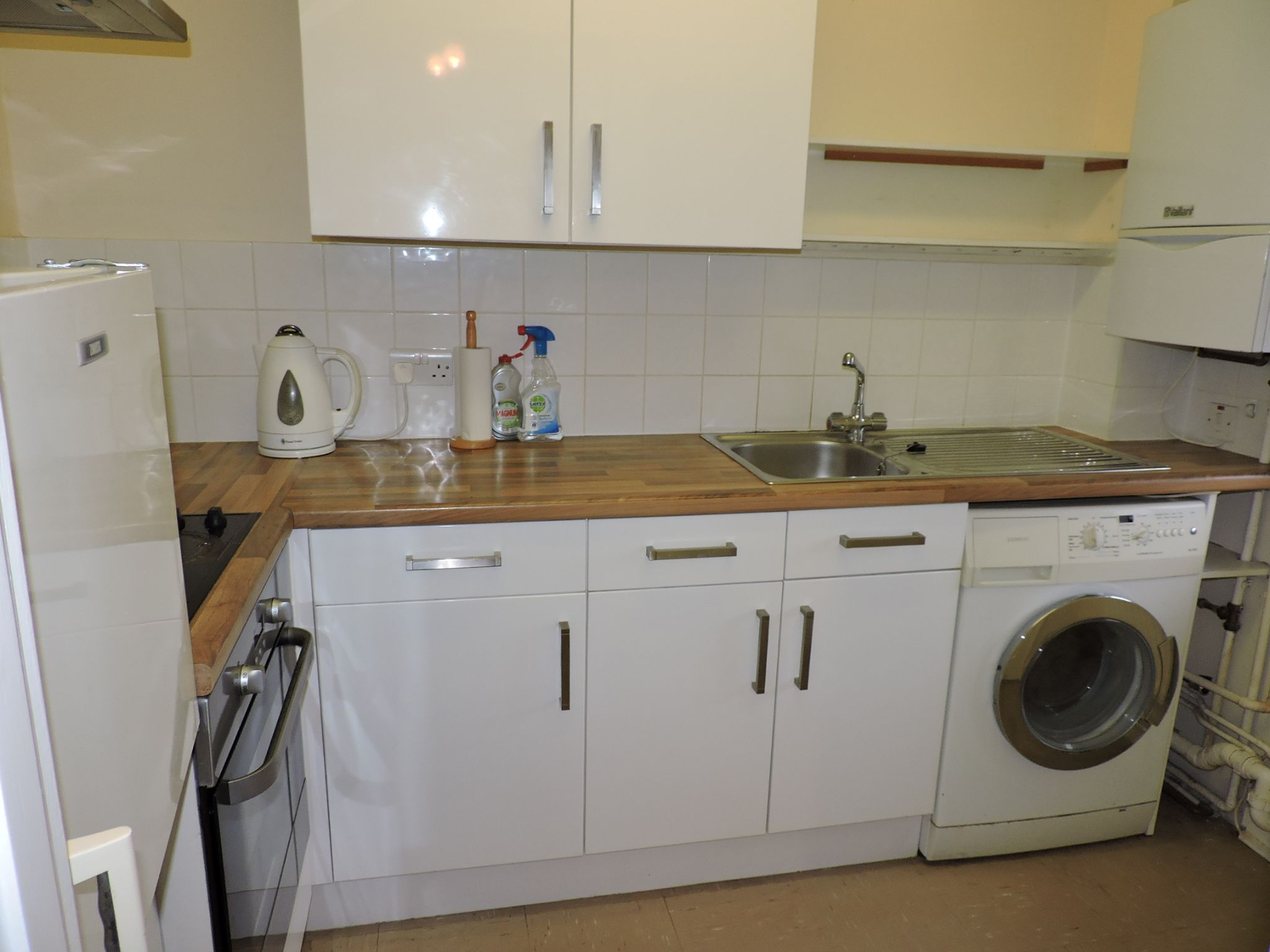 1 bedroom apartment flat/apartment Sale Agreed in New Malden - Photograph 6