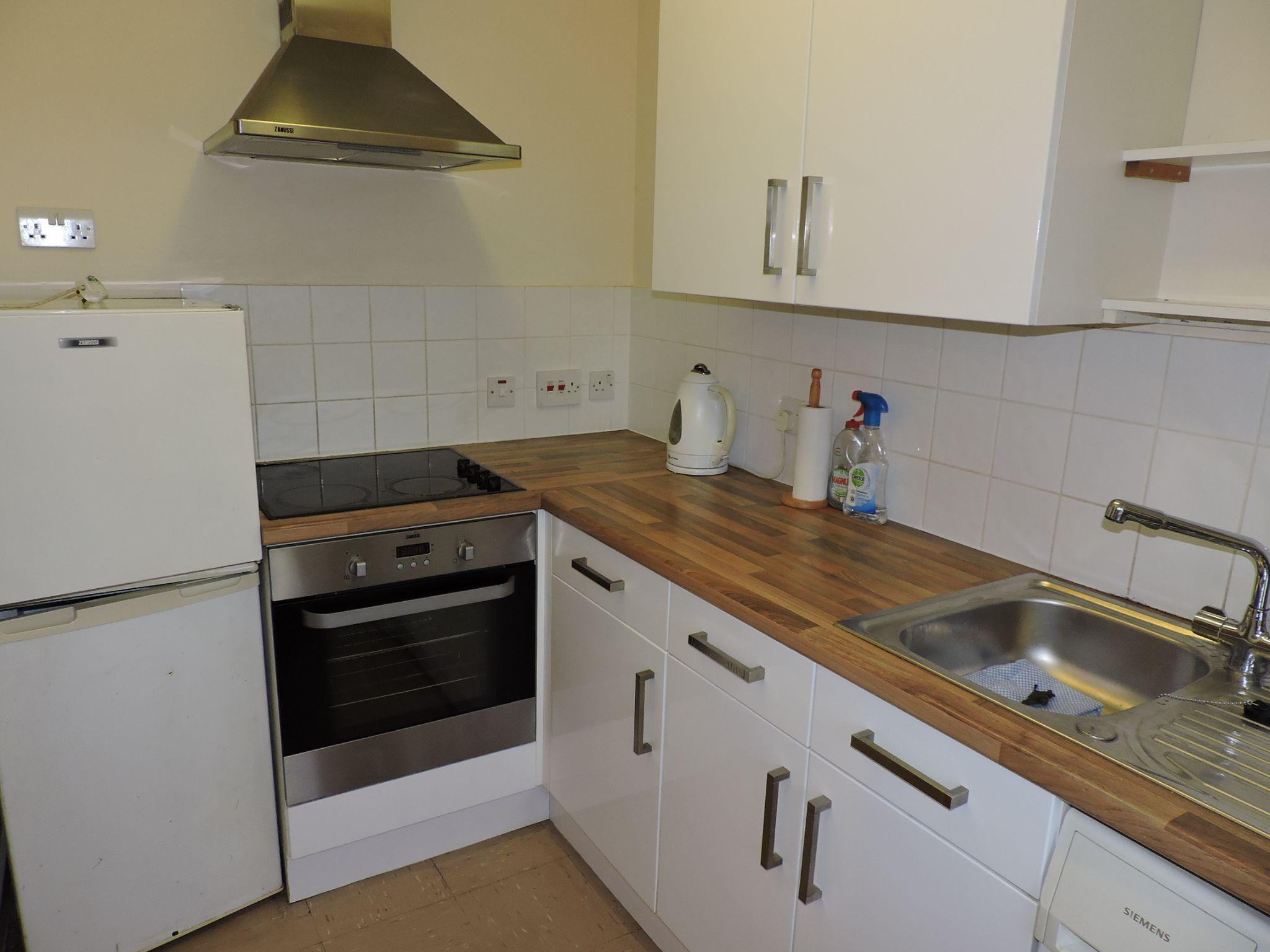 1 bedroom apartment flat/apartment Sale Agreed in New Malden - Photograph 5