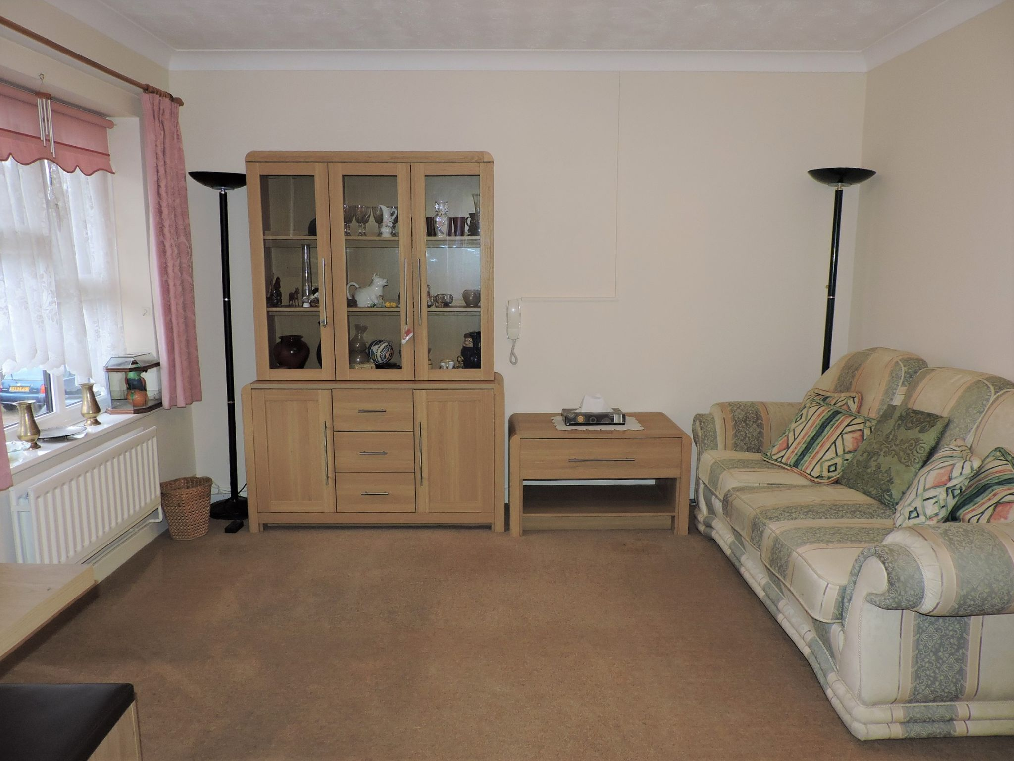 1 bedroom apartment flat/apartment Sale Agreed in New Malden - Photograph 3