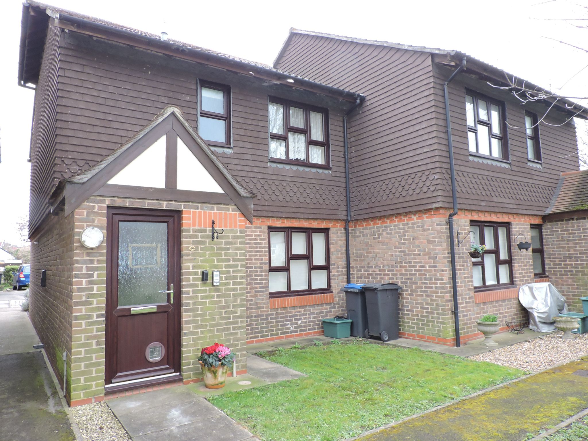 1 bedroom apartment flat/apartment Sale Agreed in New Malden - Photograph 1
