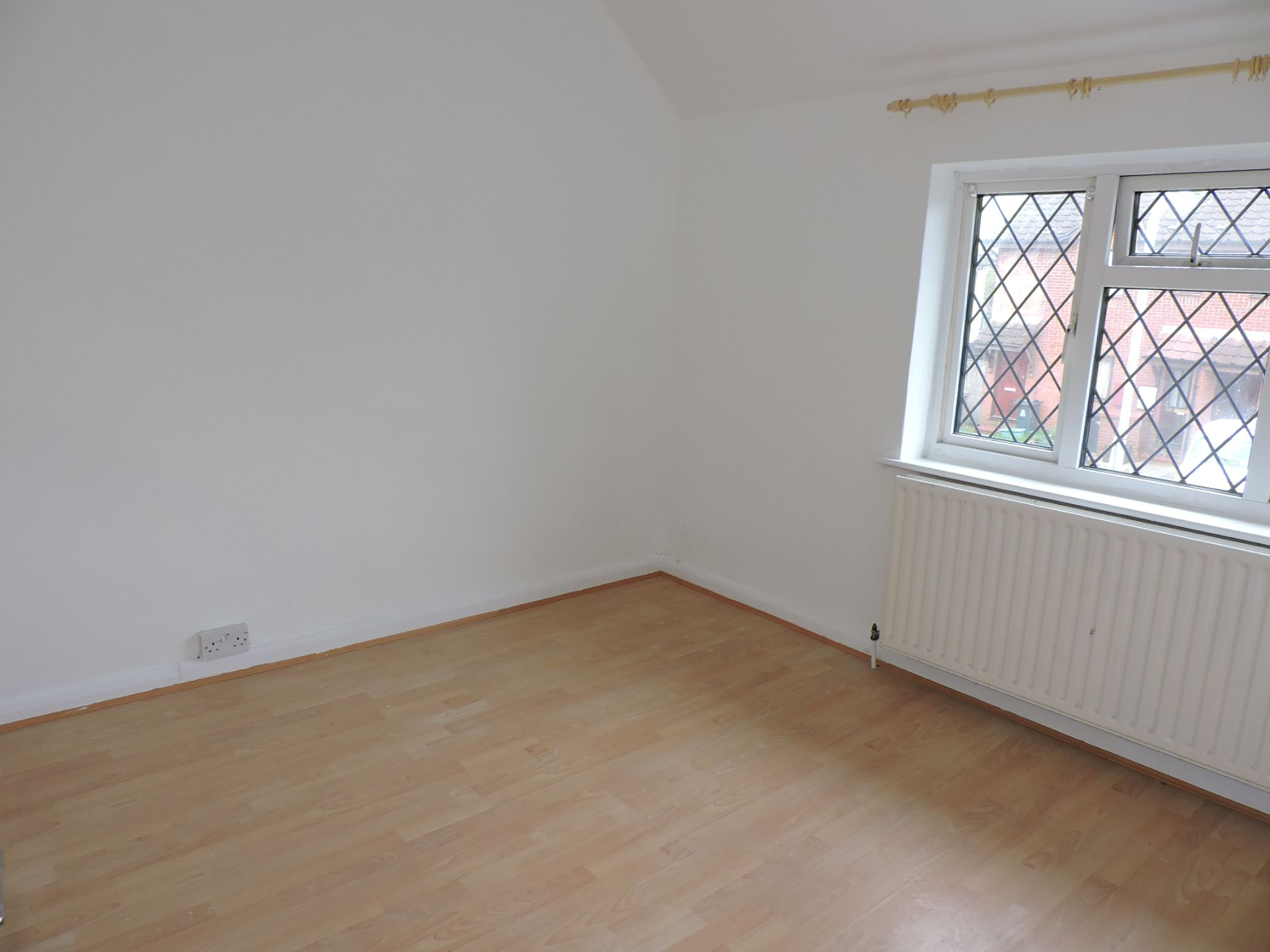 2 bedroom apartment flat/apartment To Let in Kingston Upon Thames - Property photograph