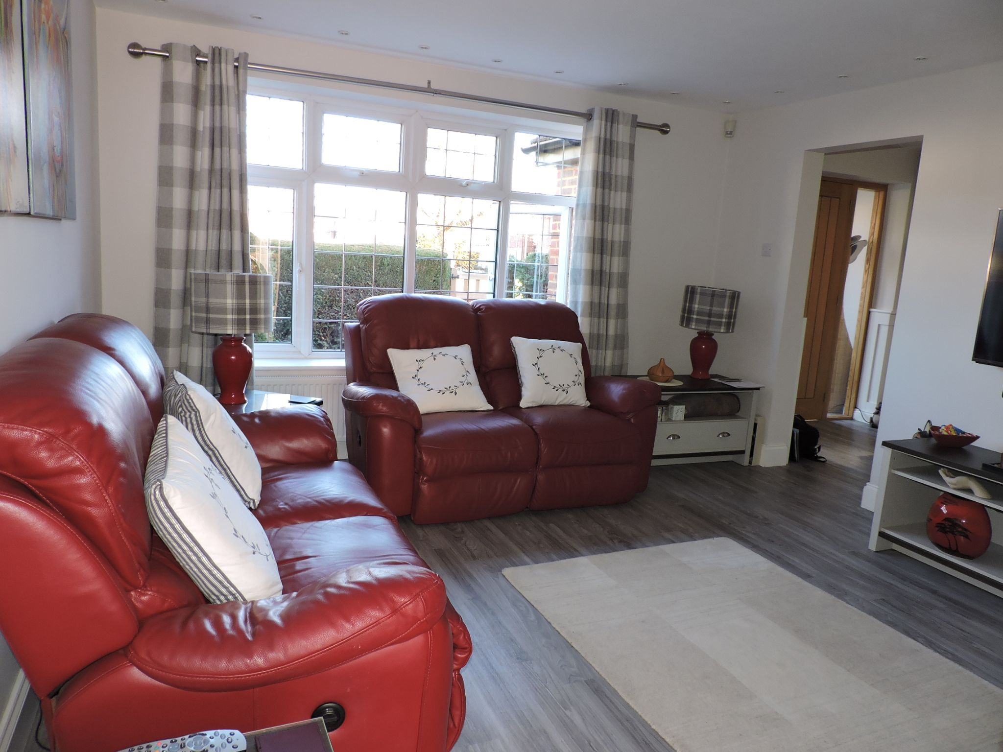 4 bedroom semi-detached house For Sale in Epsom - Photograph 9