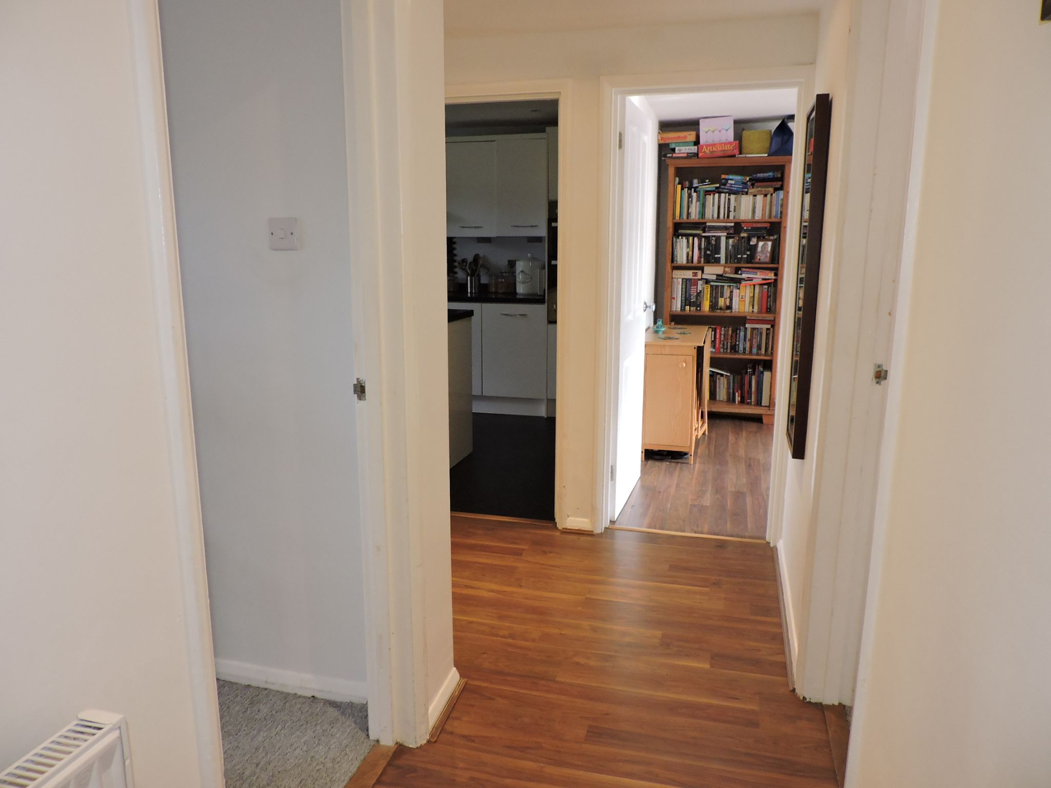 2 bedroom apartment flat/apartment For Sale in New Malden - Property photograph