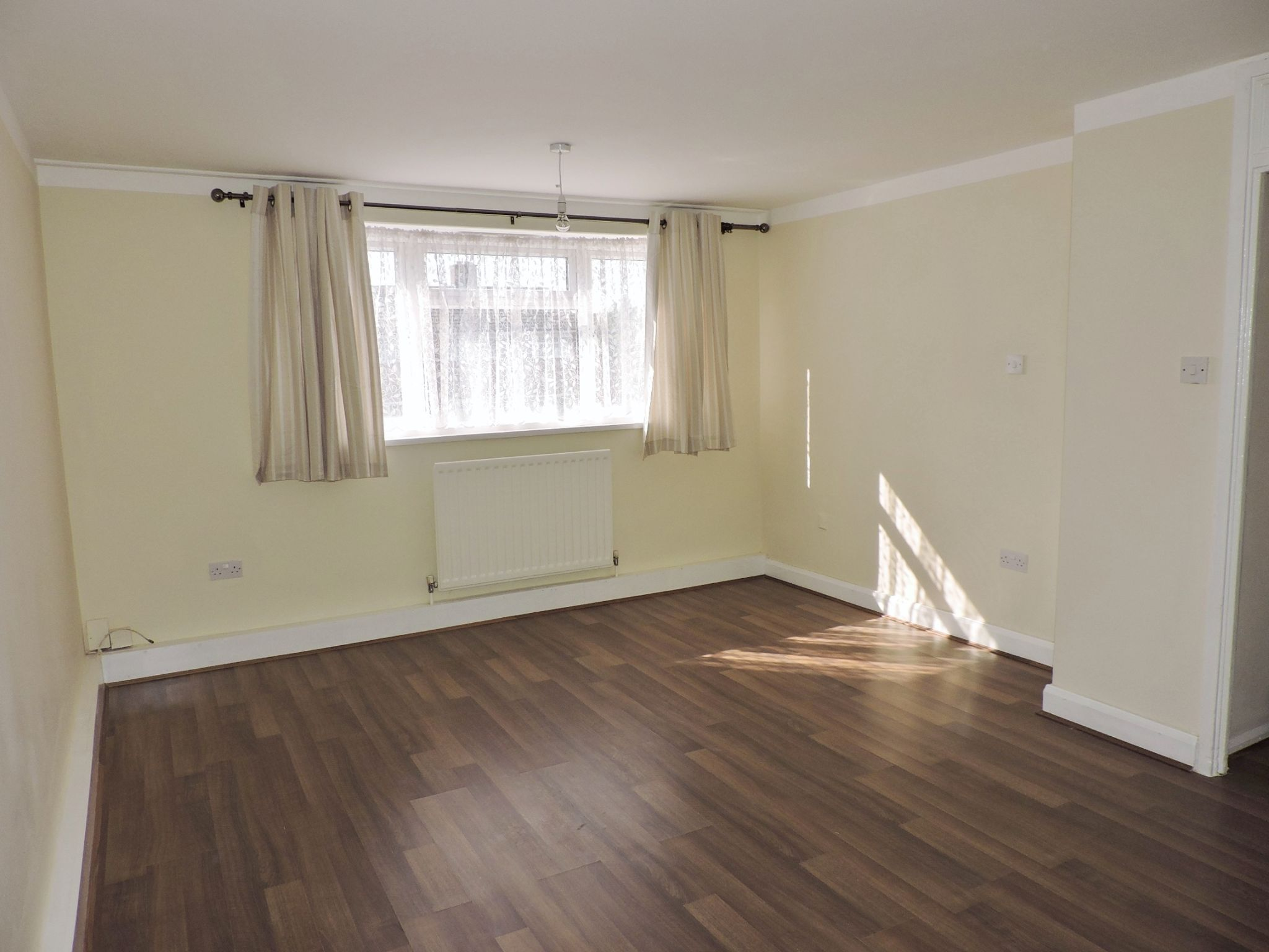 3 bedroom apartment flat/apartment To Let in New Malden - Property photograph