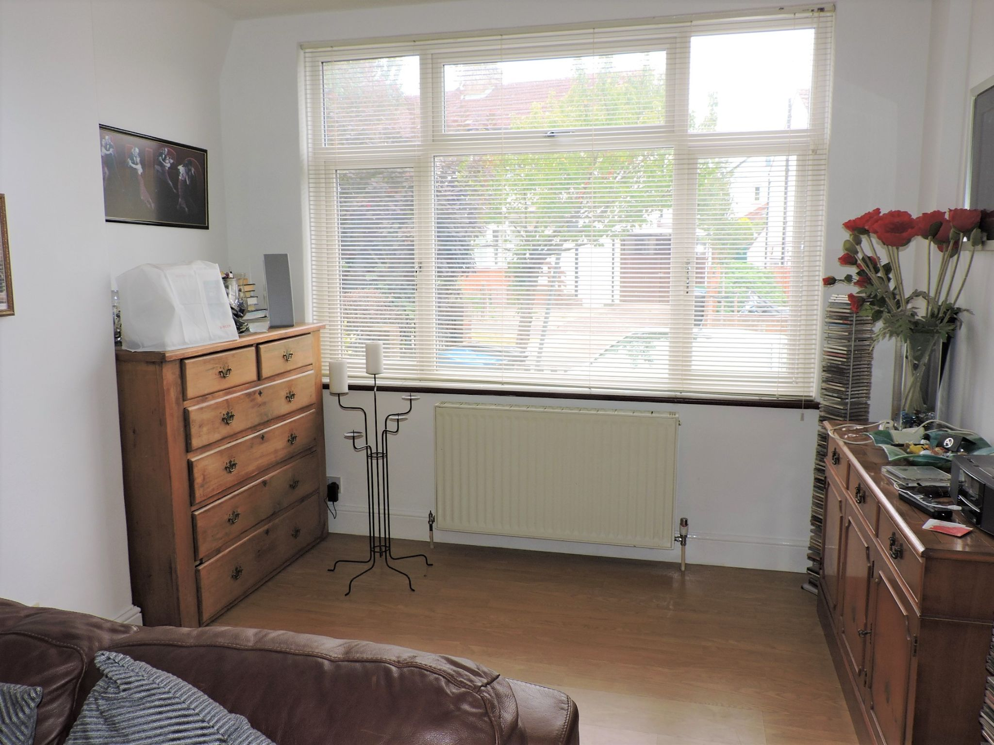 3 bedroom semi-detached house For Sale in Surbiton - Photograph 4