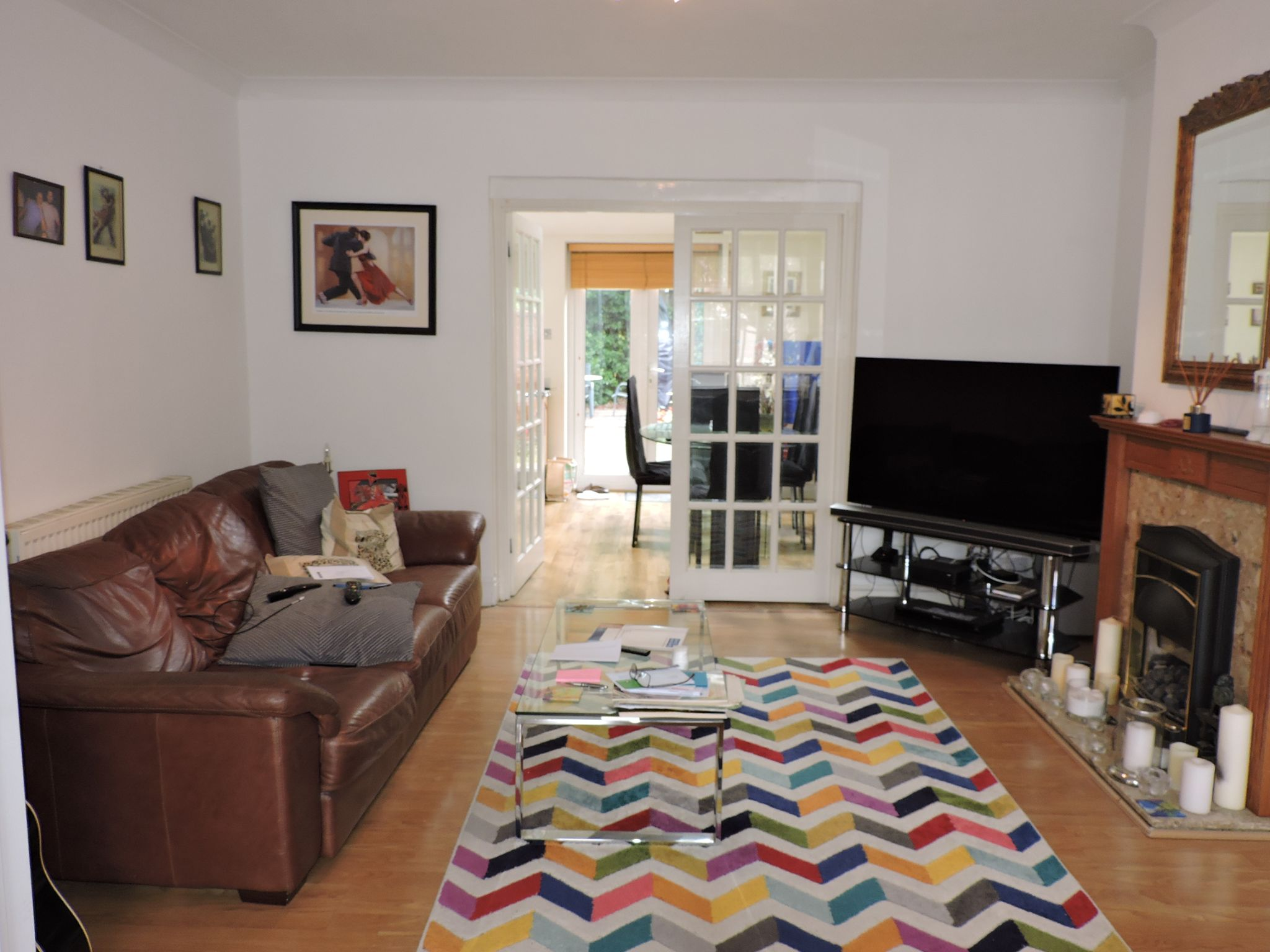 3 bedroom semi-detached house For Sale in Surbiton - Photograph 3