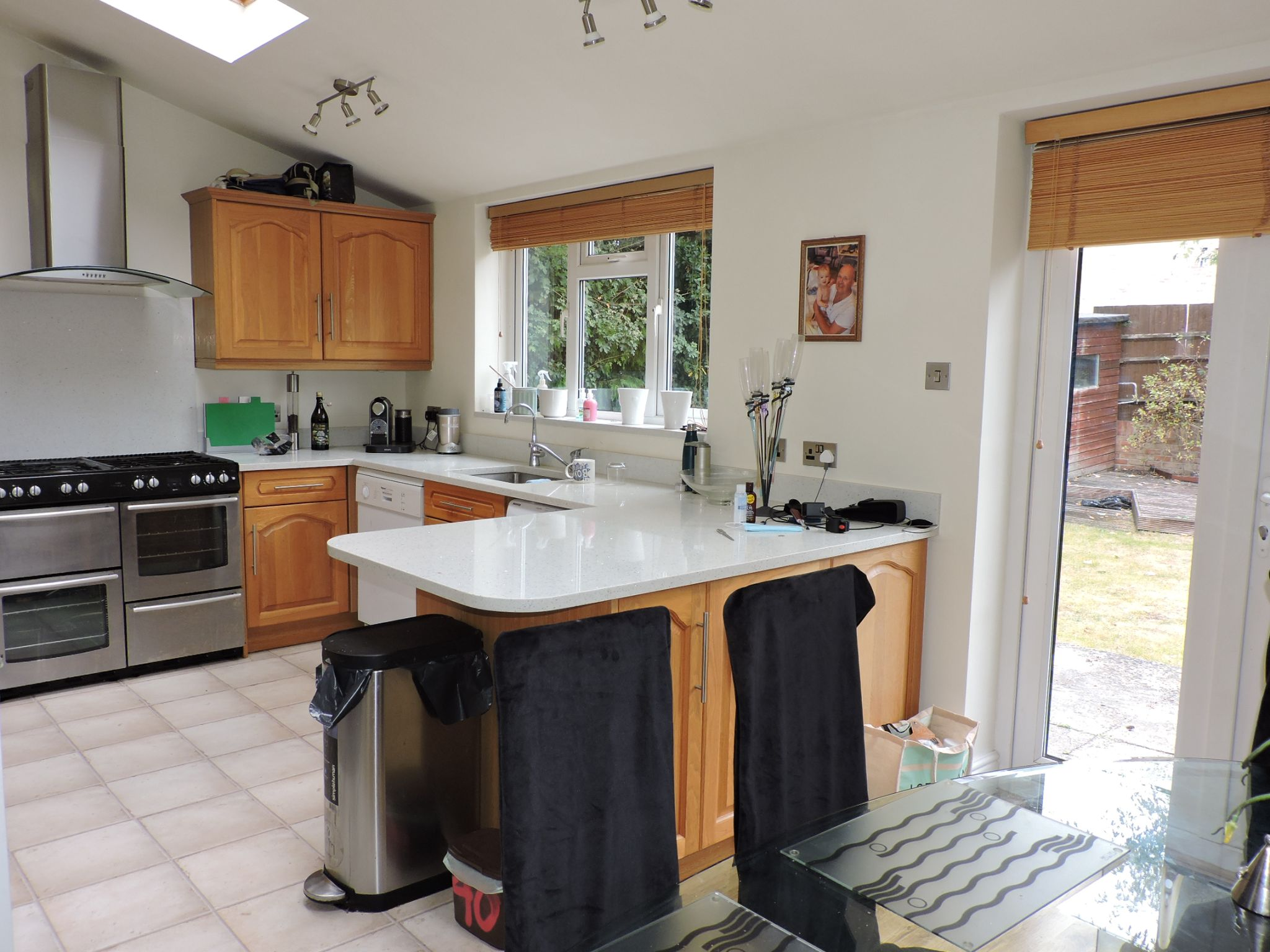 3 bedroom semi-detached house For Sale in Surbiton - Photograph 5