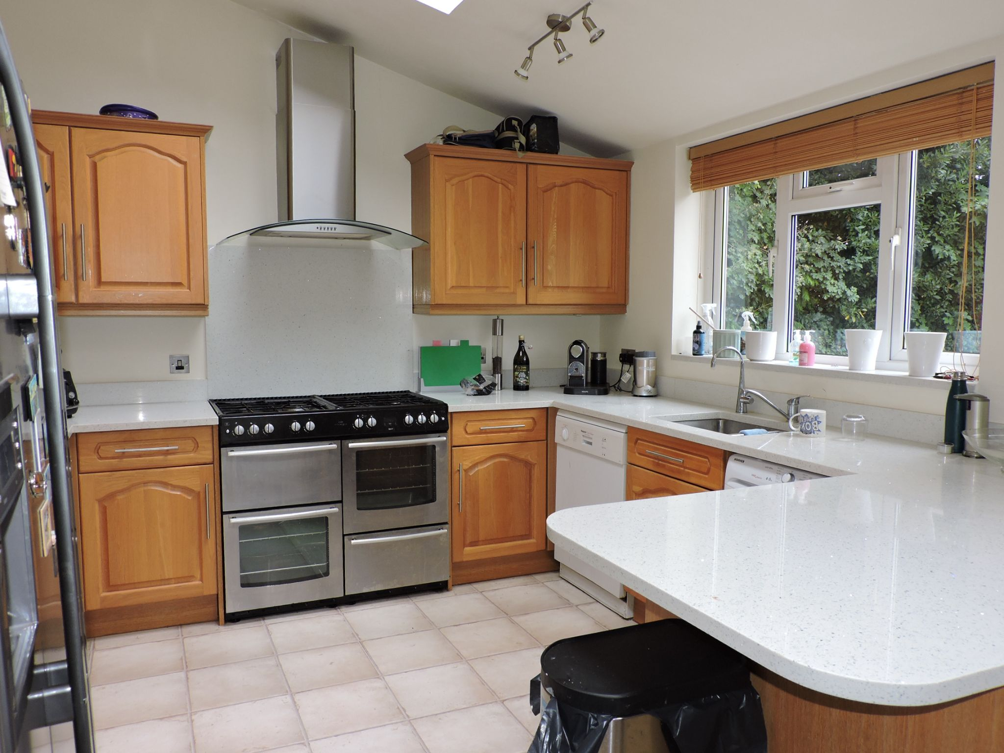 3 bedroom semi-detached house For Sale in Surbiton - Photograph 6