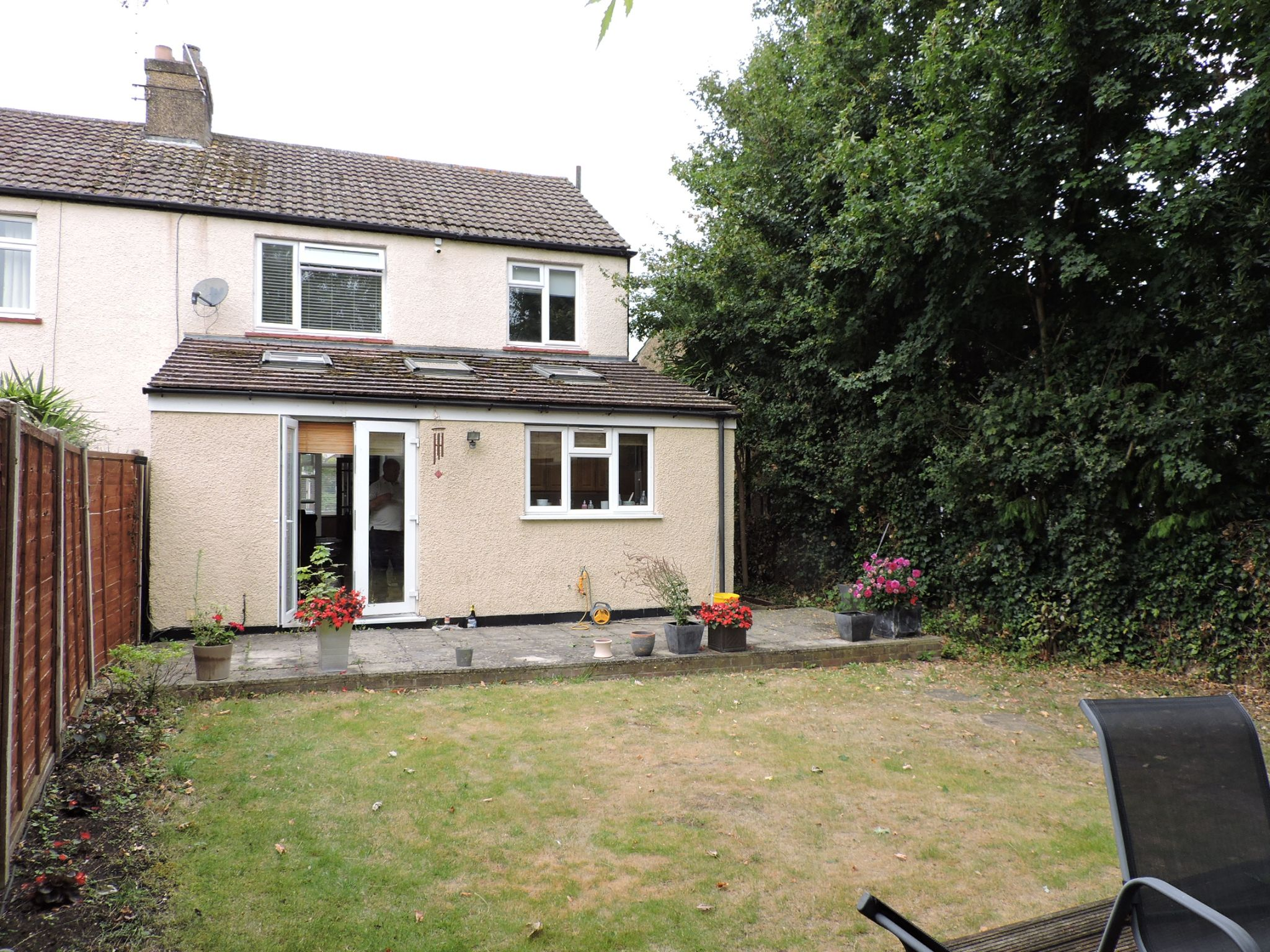 3 bedroom semi-detached house For Sale in Surbiton - Photograph 17