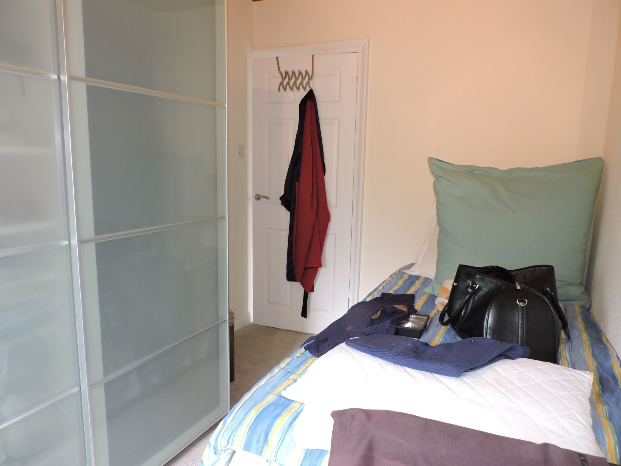 3 bedroom semi-detached house For Sale in Surbiton - Photograph 14