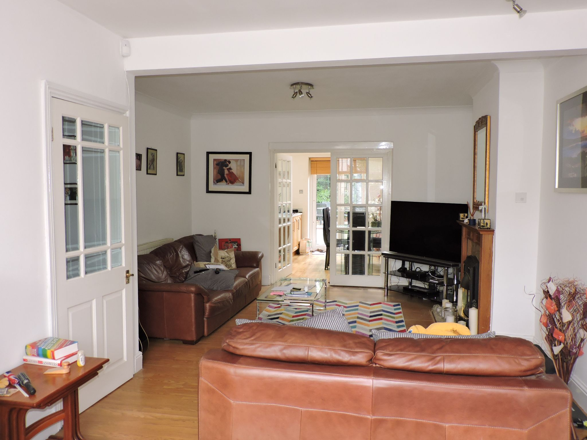 3 bedroom semi-detached house For Sale in Surbiton - Property photograph