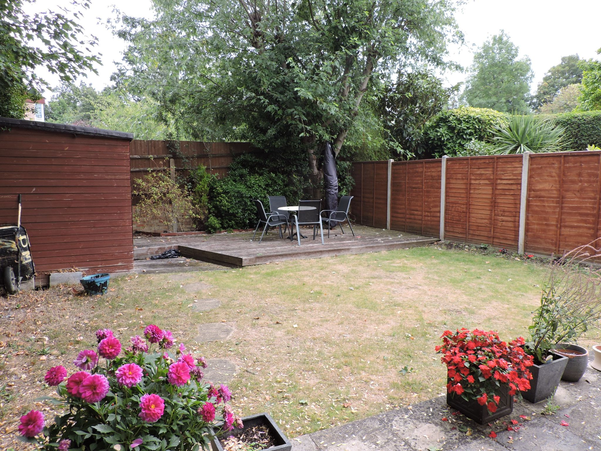3 bedroom semi-detached house For Sale in Surbiton - Photograph 16