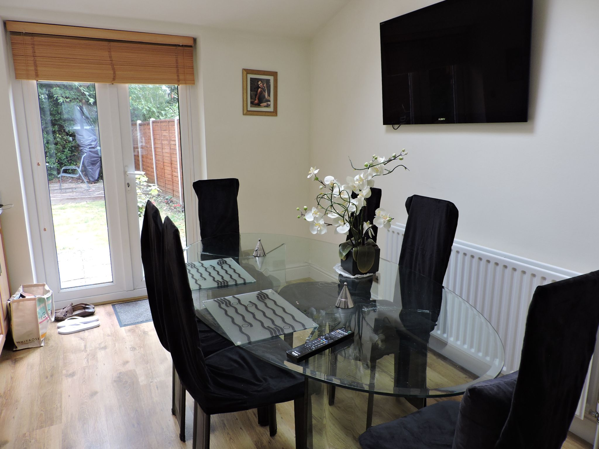 3 bedroom semi-detached house For Sale in Surbiton - Photograph 8