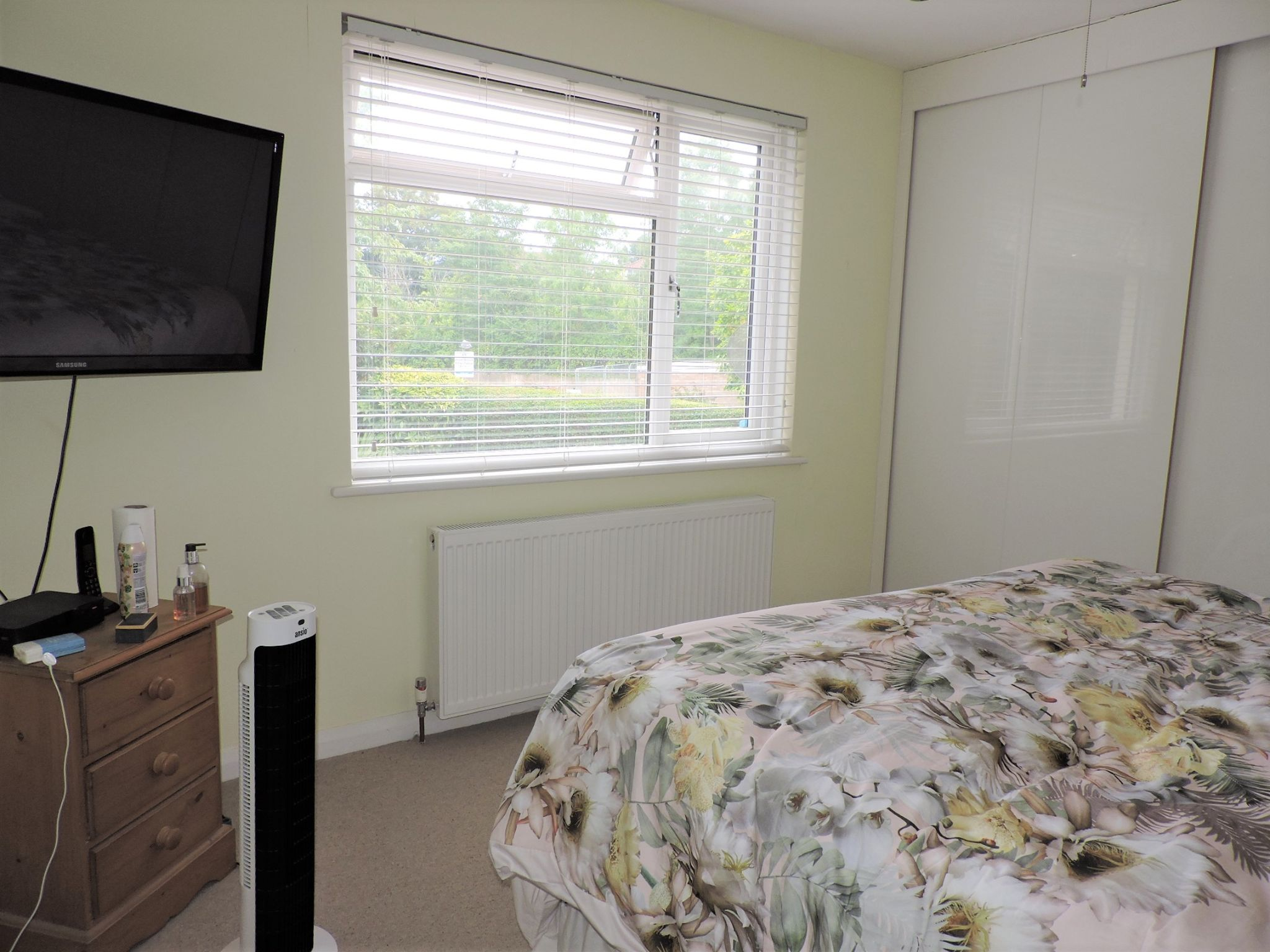 3 bedroom semi-detached house For Sale in Surbiton - Photograph 10