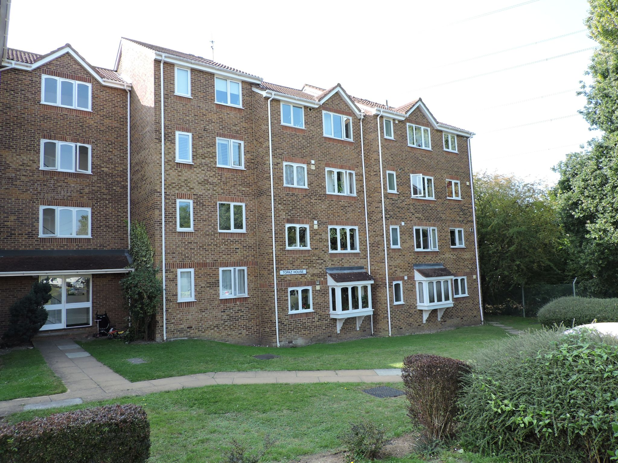 1 bedroom apartment flat/apartment To Let in Worcester Park - Property photograph
