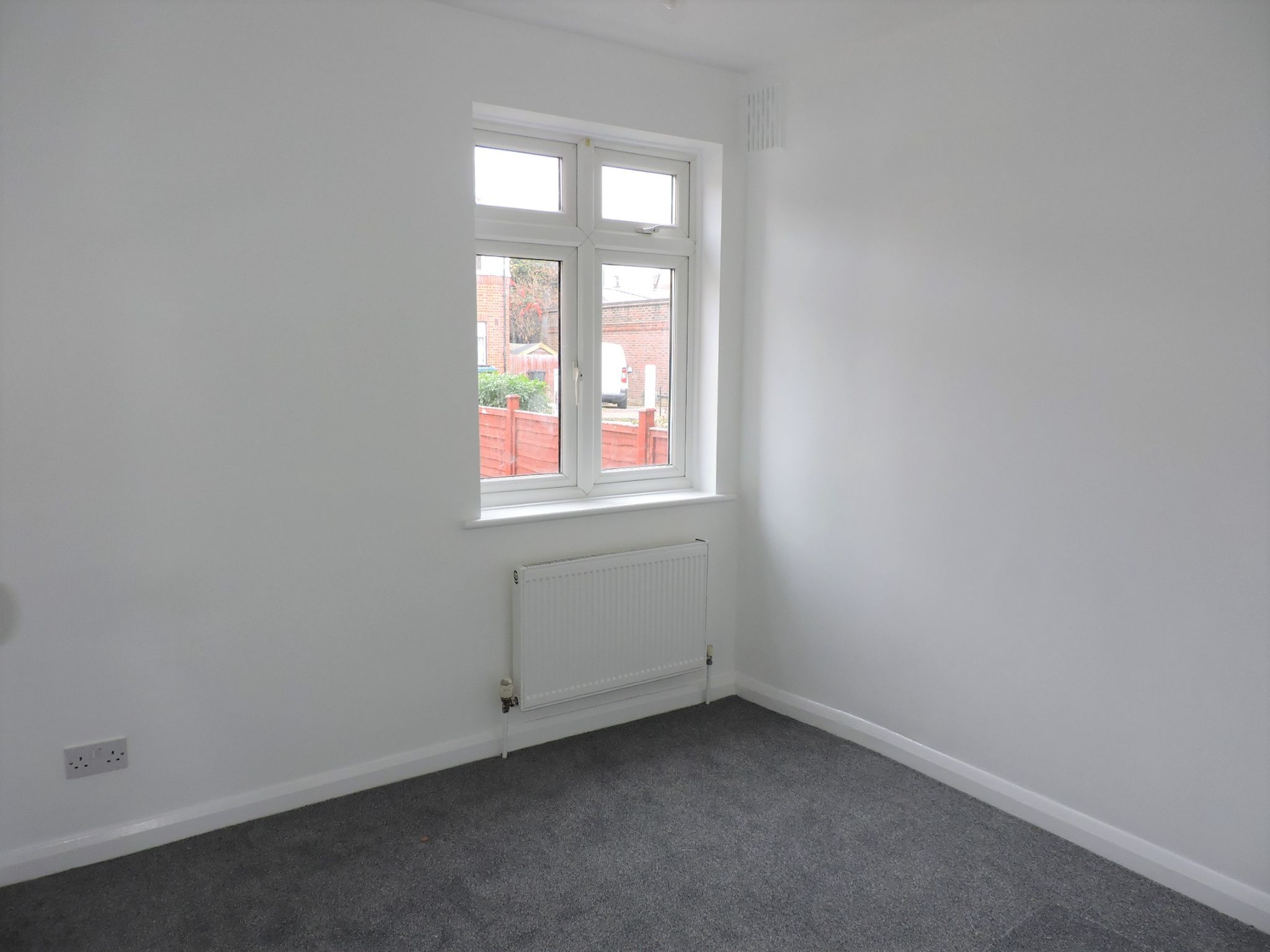 2 bedroom ground floor maisonette flat/apartment Let Agreed in New Malden - Photograph 9