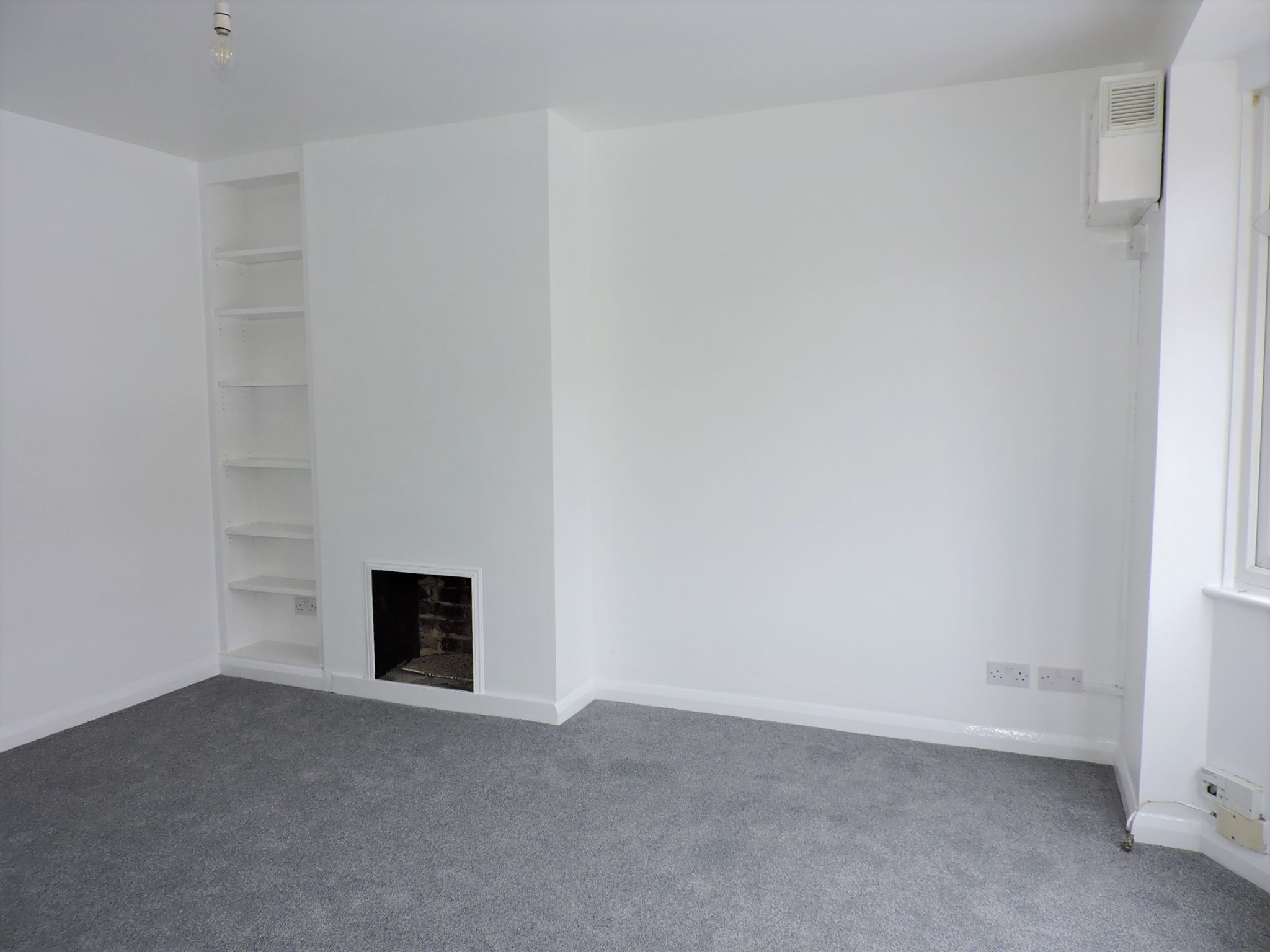 2 bedroom ground floor maisonette flat/apartment Let Agreed in New Malden - Photograph 3